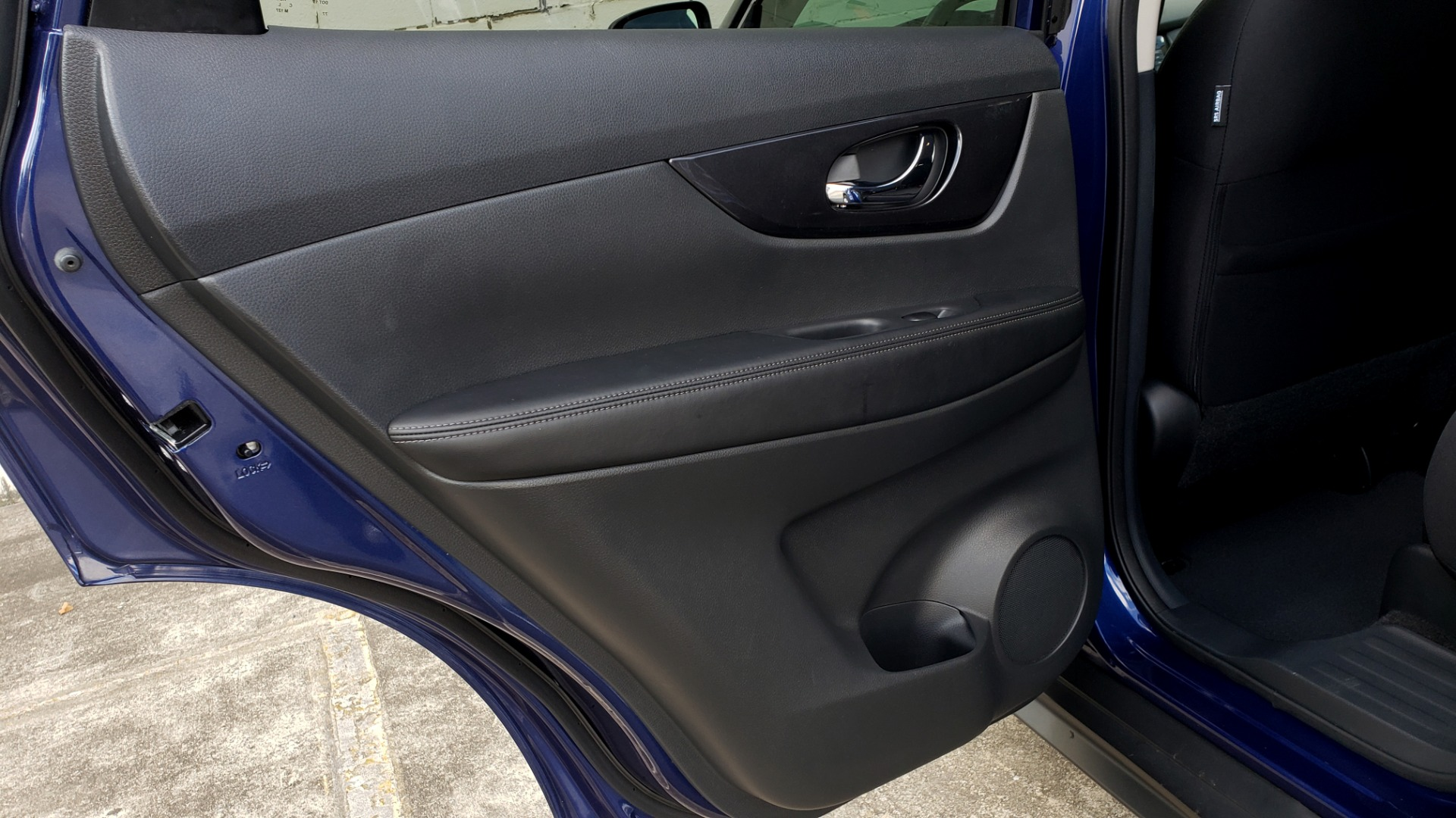 Used 2018 Nissan ROGUE SV / FWD / DUAL-ZONE CLIMATE / HEATED SEATS / REARVIEW for sale Sold at Formula Imports in Charlotte NC 28227 56