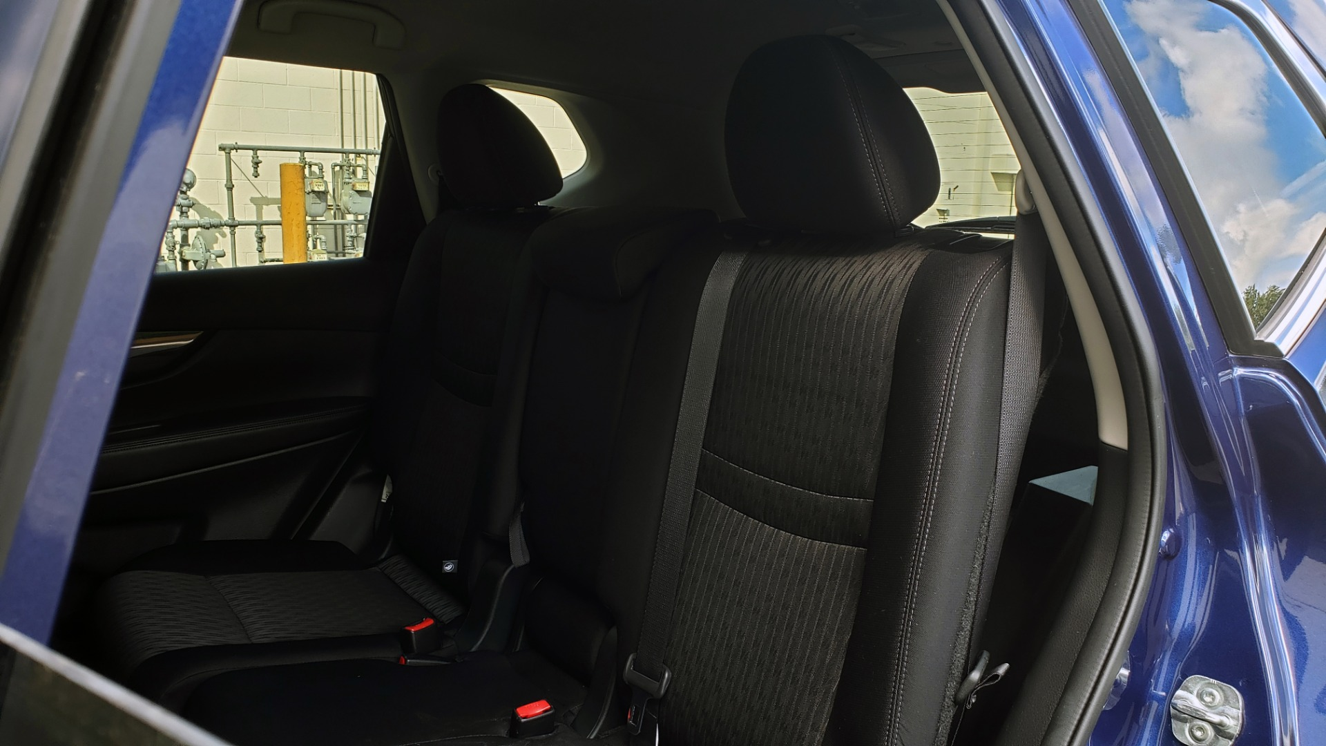 Used 2018 Nissan ROGUE SV / FWD / DUAL-ZONE CLIMATE / HEATED SEATS / REARVIEW for sale Sold at Formula Imports in Charlotte NC 28227 60