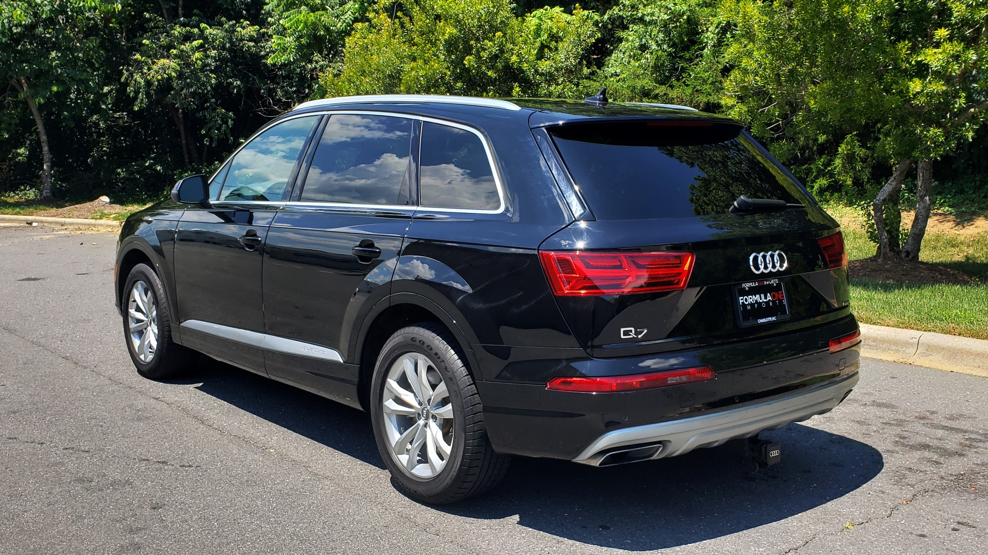 Used 2017 Audi Q7 PREMIUM PLUS / NAV / CLD WTHR / 3-ROW / REARVIEW for sale $35,399 at Formula Imports in Charlotte NC 28227 3