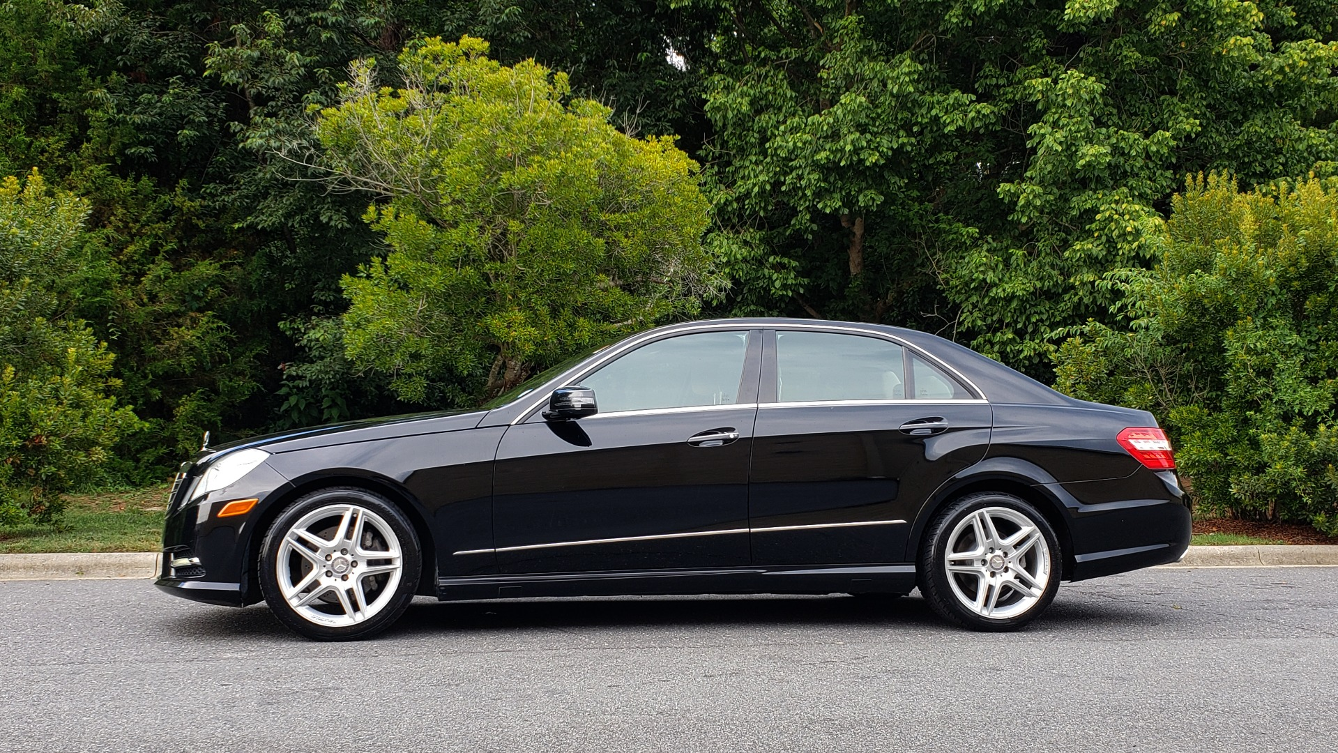 Used 2013 Mercedes-Benz E-CLASS E 350 SPORT / PREM PKG / NAV / SUNROOF / LANE TRACKING / BSA for sale $17,995 at Formula Imports in Charlotte NC 28227 2