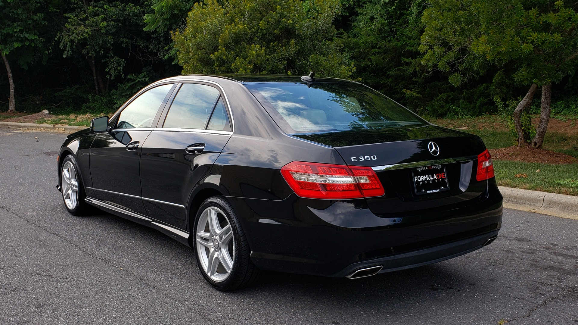 Used 2013 Mercedes-Benz E-CLASS E 350 SPORT / PREM PKG / NAV / SUNROOF / LANE TRACKING / BSA for sale $17,995 at Formula Imports in Charlotte NC 28227 3