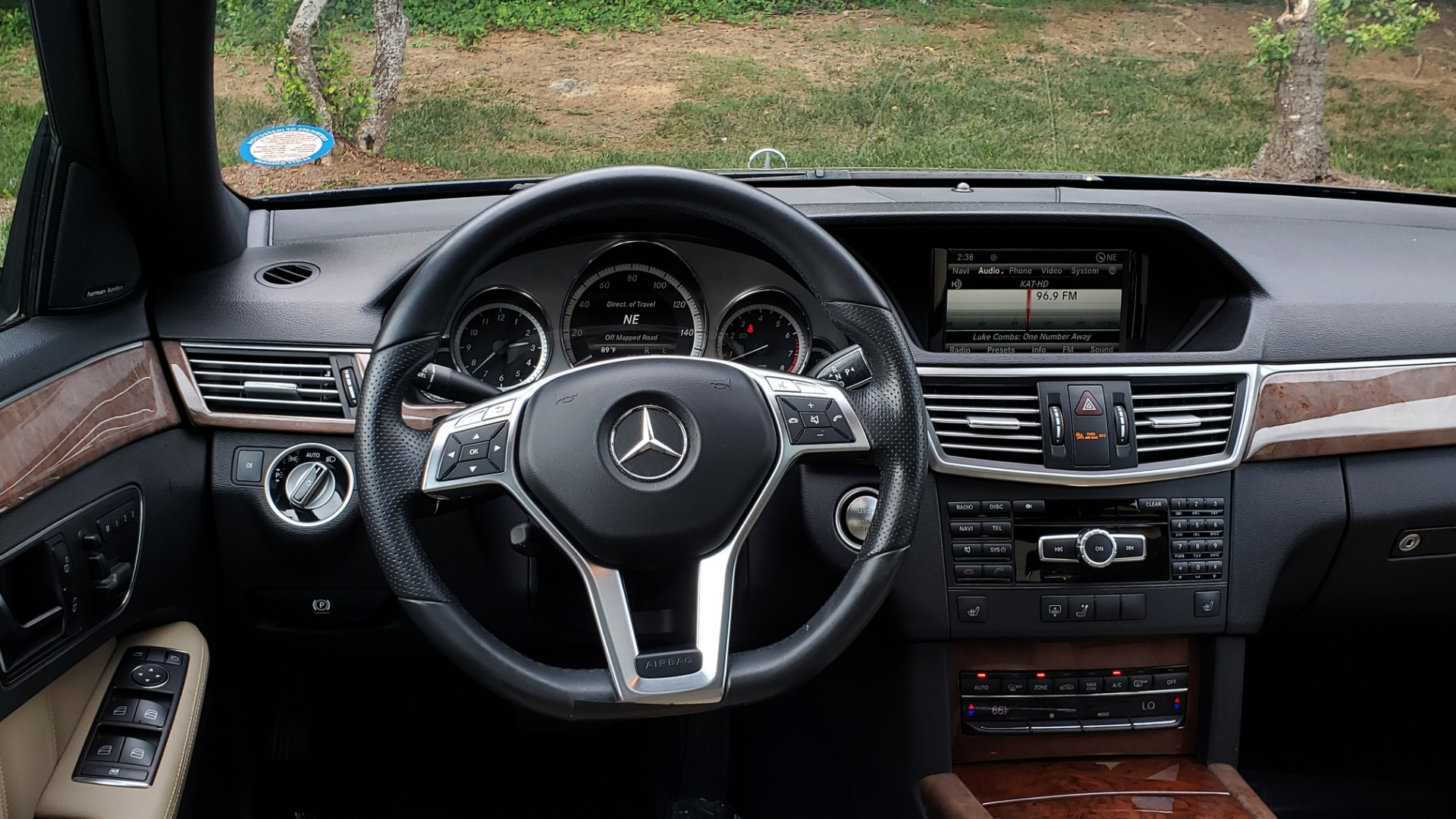 Used 2013 Mercedes-Benz E-CLASS E 350 SPORT / PREM PKG / NAV / SUNROOF / LANE TRACKING / BSA for sale $17,995 at Formula Imports in Charlotte NC 28227 38