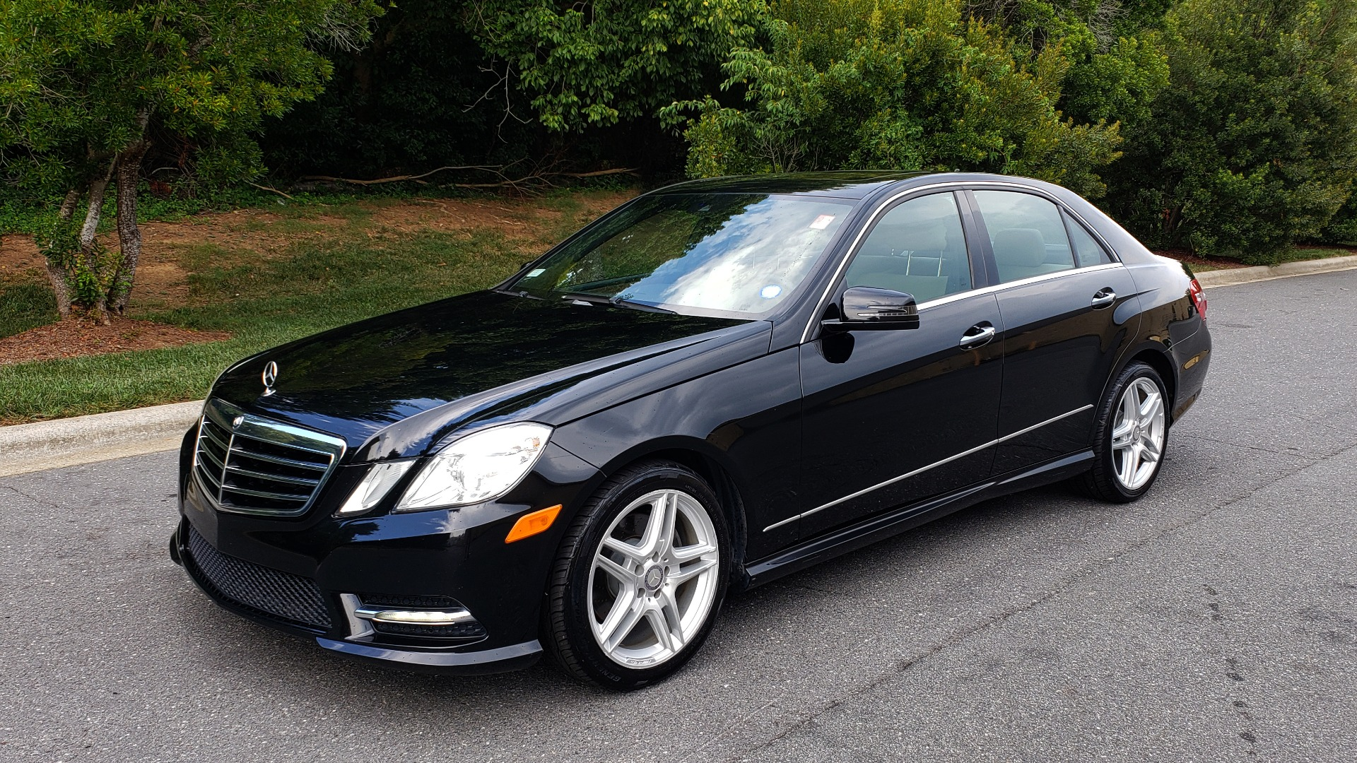 Used 2013 Mercedes-Benz E-CLASS E 350 SPORT / PREM PKG / NAV / SUNROOF / LANE TRACKING / BSA for sale $17,995 at Formula Imports in Charlotte NC 28227 1