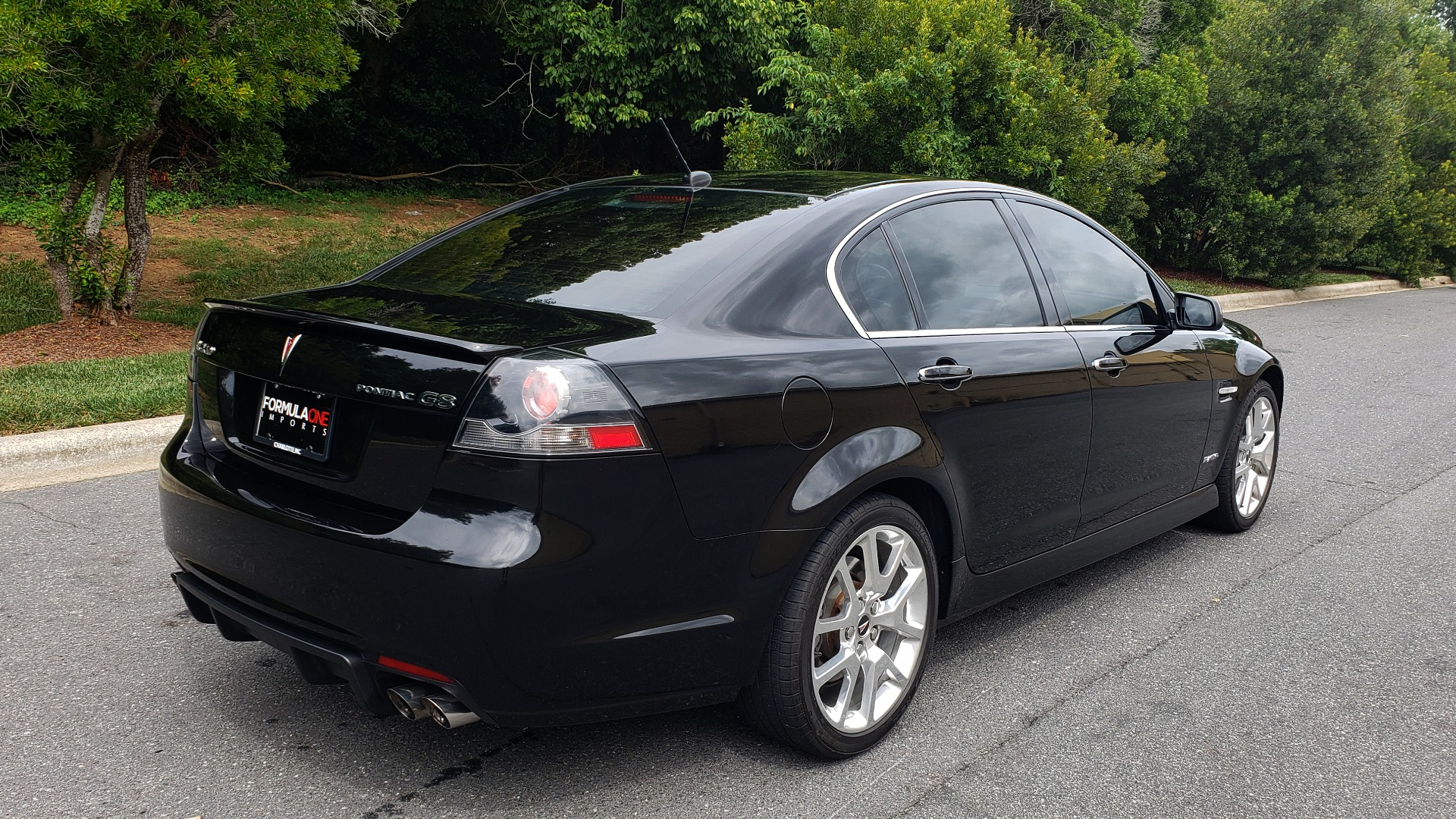 Used 2009 Pontiac G8 GXP / 6.2L LS3 V8 / 6-SPD AUTO / SUNROOF / 19IN WHEELS for sale Sold at Formula Imports in Charlotte NC 28227 10