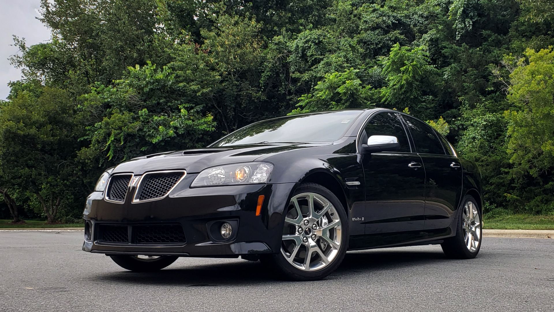 Used 2009 Pontiac G8 GXP / 6.2L LS3 V8 / 6-SPD AUTO / SUNROOF / 19IN WHEELS for sale Sold at Formula Imports in Charlotte NC 28227 2