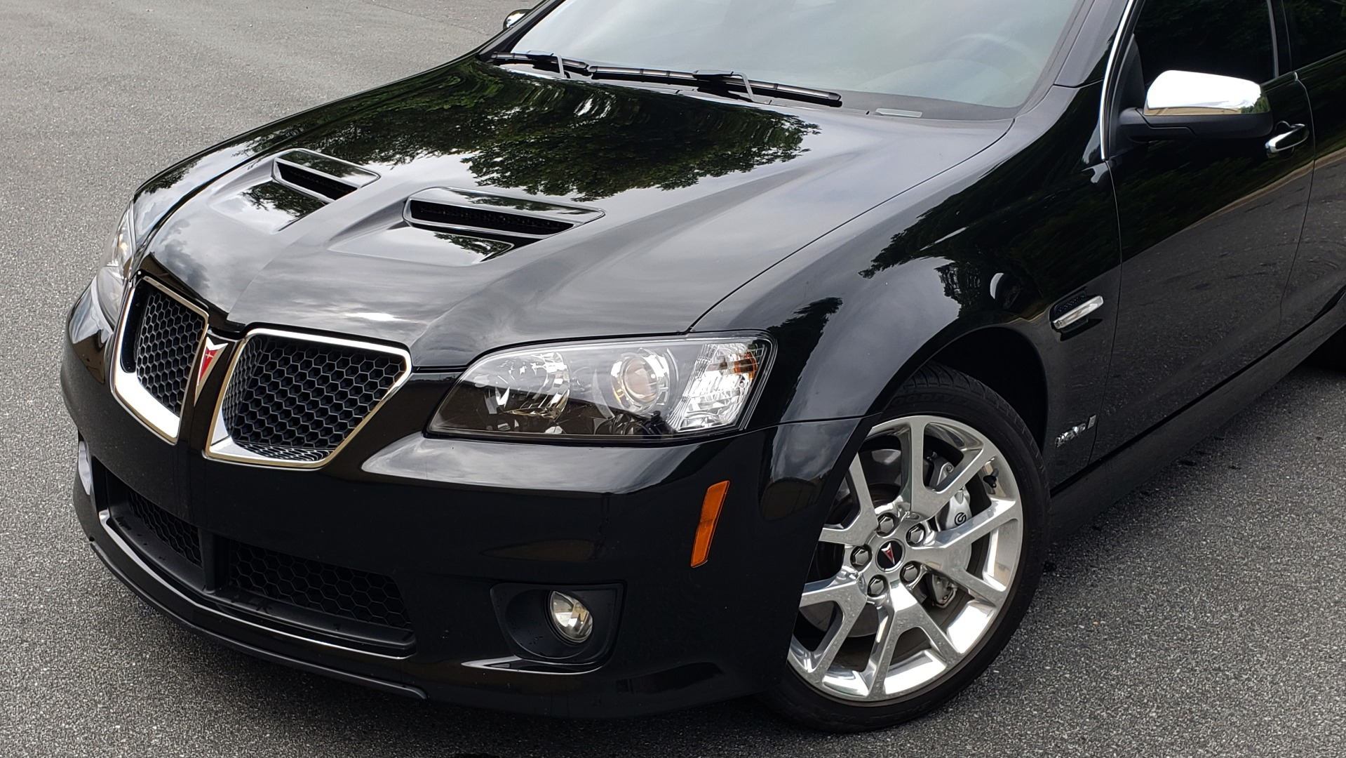 Used 2009 Pontiac G8 GXP / 6.2L LS3 V8 / 6-SPD AUTO / SUNROOF / 19IN WHEELS for sale Sold at Formula Imports in Charlotte NC 28227 3
