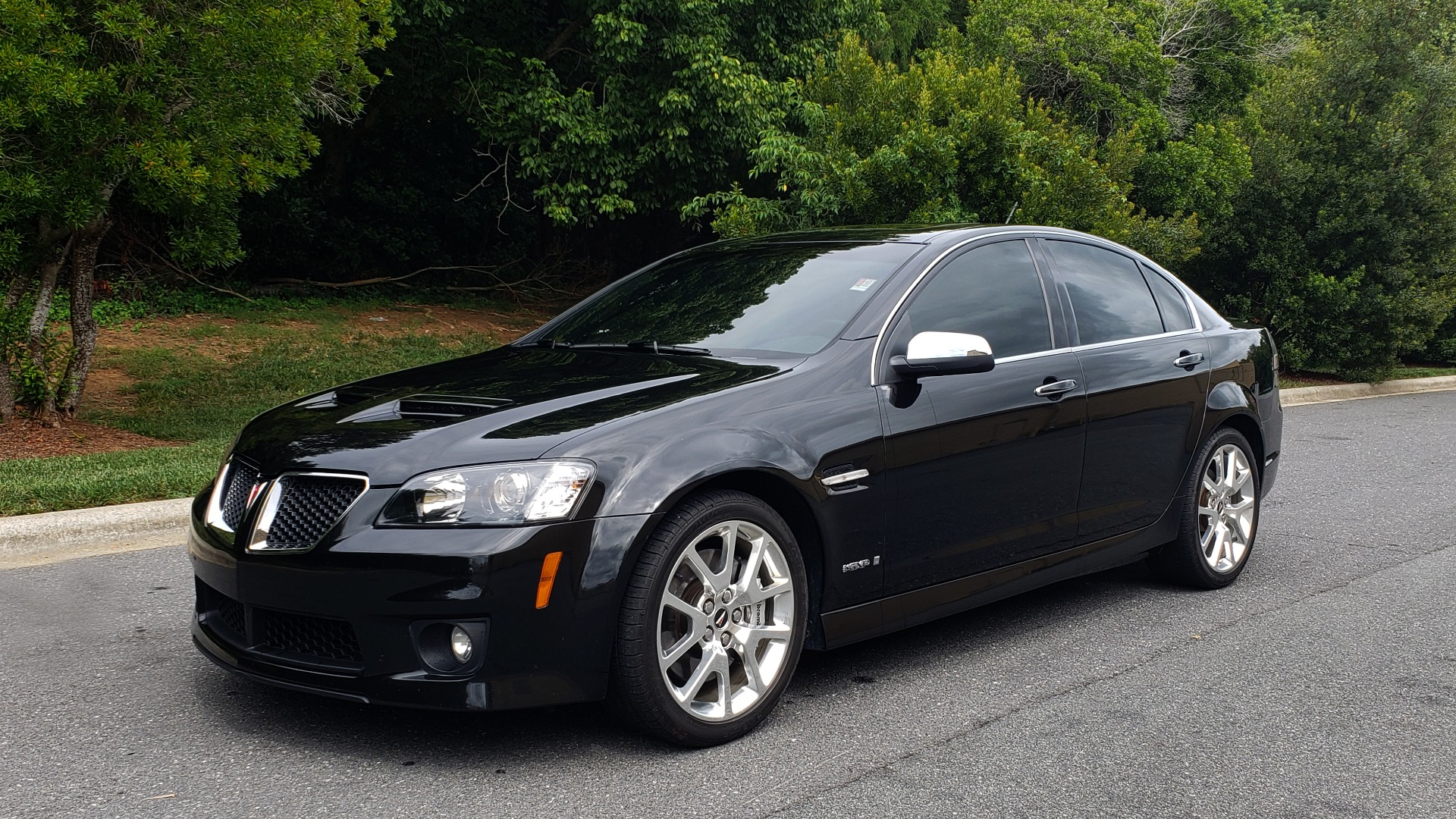 Used 2009 Pontiac G8 GXP / 6.2L LS3 V8 / 6-SPD AUTO / SUNROOF / 19IN WHEELS for sale Sold at Formula Imports in Charlotte NC 28227 4