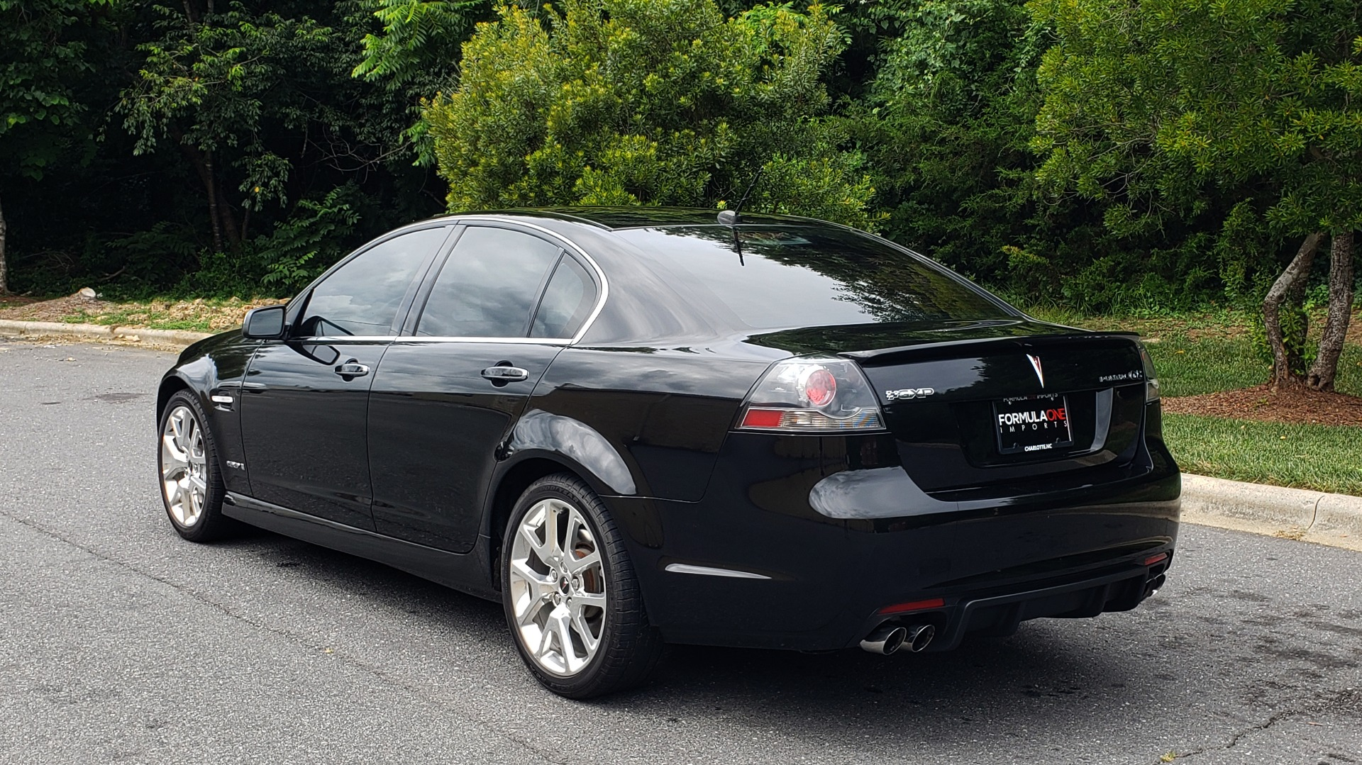 Used 2009 Pontiac G8 GXP / 6.2L LS3 V8 / 6-SPD AUTO / SUNROOF / 19IN WHEELS for sale Sold at Formula Imports in Charlotte NC 28227 6