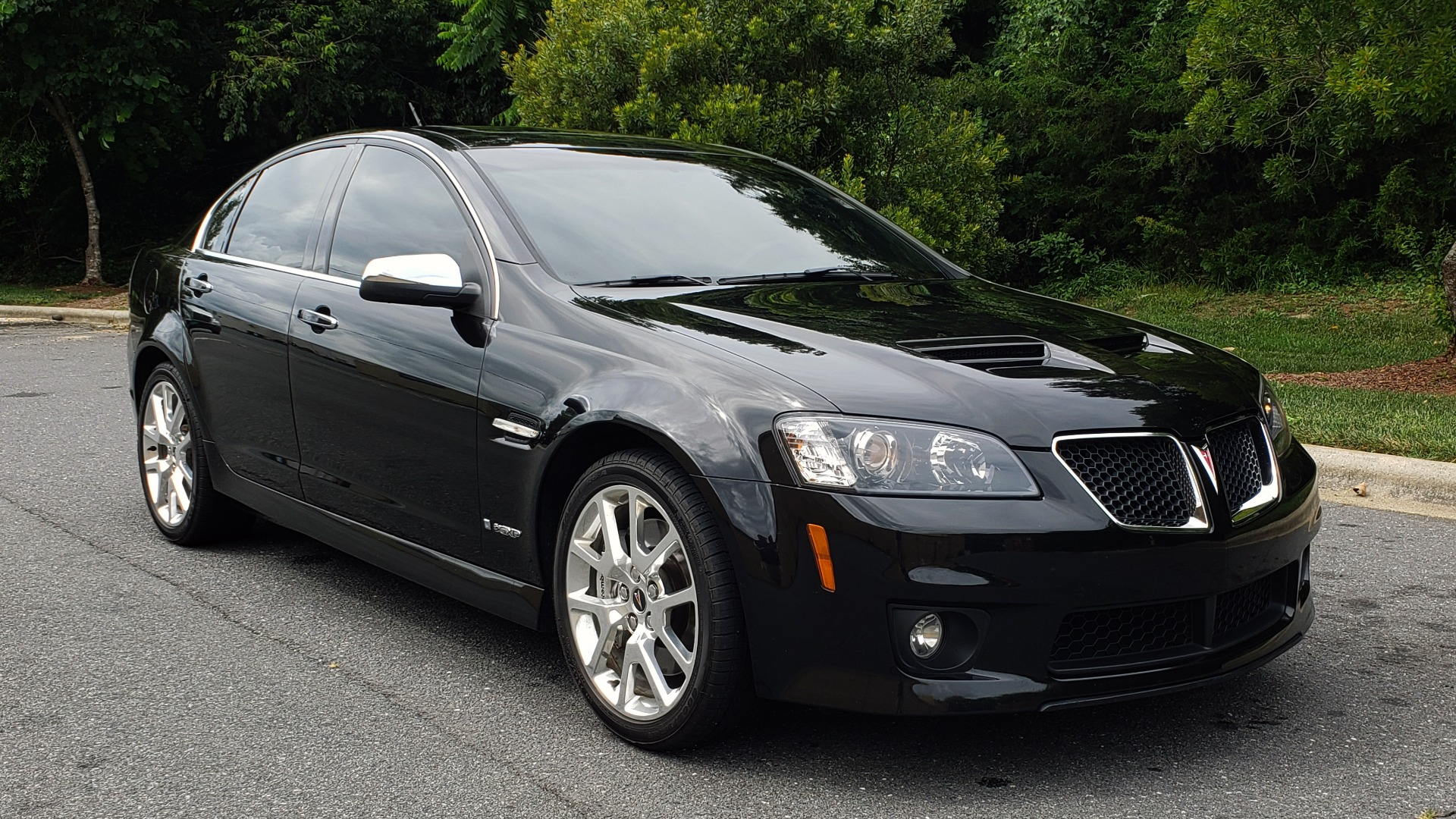 Used 2009 Pontiac G8 GXP / 6.2L LS3 V8 / 6-SPD AUTO / SUNROOF / 19IN WHEELS for sale Sold at Formula Imports in Charlotte NC 28227 8