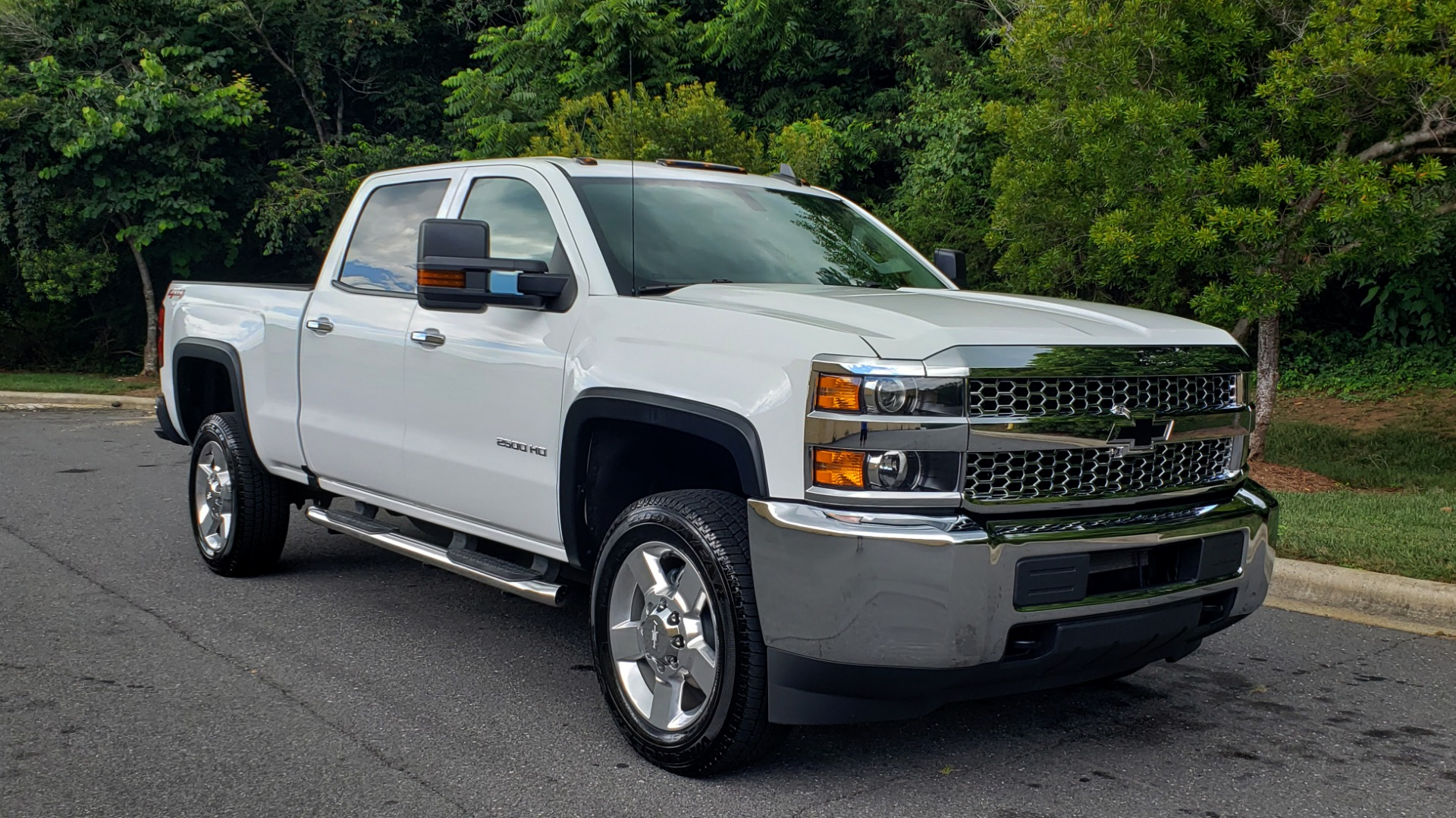 Used 2019 Chevrolet SILVERADO 2500HD WORK TRUCK / CREW CAB / 6.0L V8 / 4WD / BEDLINER for sale Sold at Formula Imports in Charlotte NC 28227 5