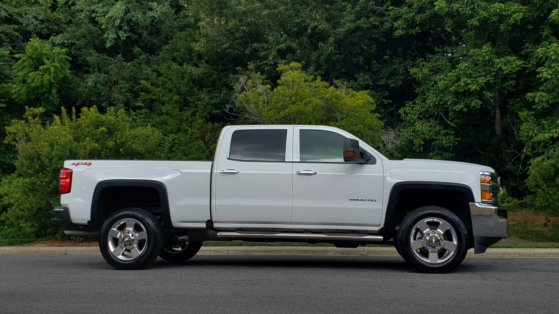 Used 2019 Chevrolet SILVERADO 2500HD WORK TRUCK / CREW CAB / 6.0L V8 / 4WD / BEDLINER for sale Sold at Formula Imports in Charlotte NC 28227 6