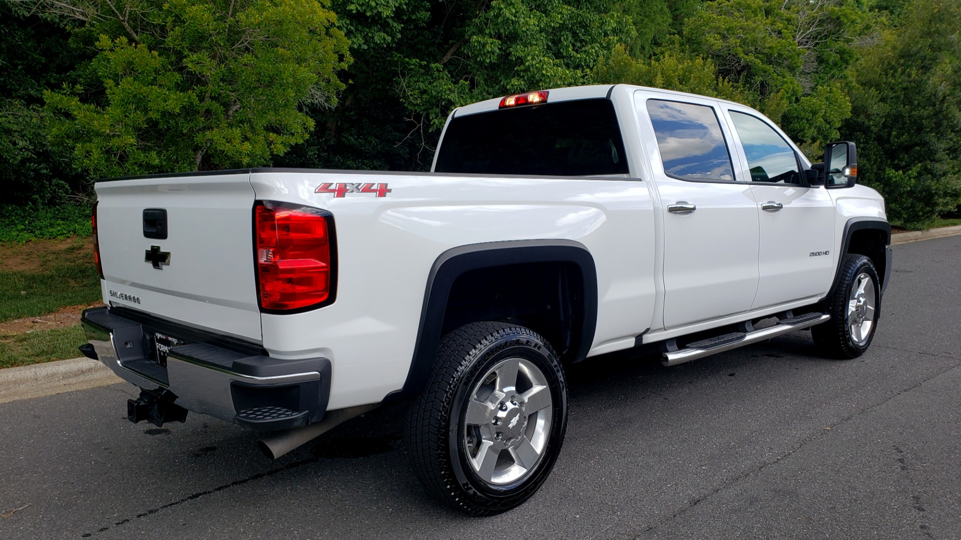 Used 2019 Chevrolet SILVERADO 2500HD WORK TRUCK / CREW CAB / 6.0L V8 / 4WD / BEDLINER for sale Sold at Formula Imports in Charlotte NC 28227 7