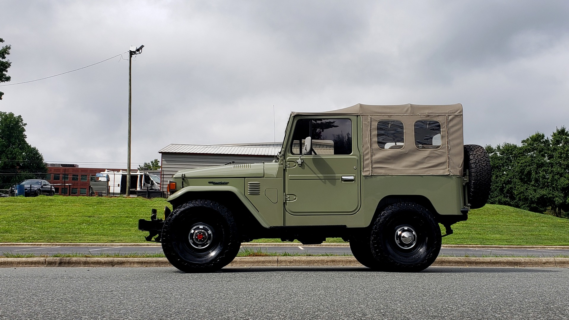 Used 1981 Toyota FJ40 LAND CRUISER 4X4 / FULL RESTORATION / 6500KM SINCE COMPLETE for sale Sold at Formula Imports in Charlotte NC 28227 3