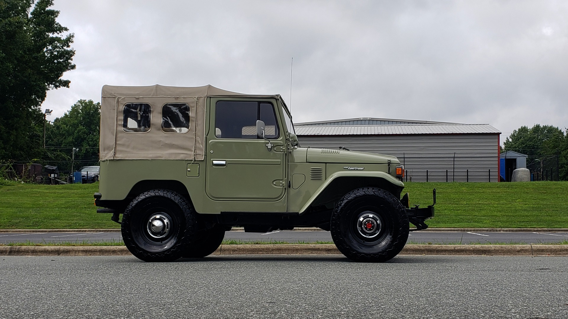 Used 1981 Toyota FJ40 LAND CRUISER 4X4 / FULL RESTORATION / 6500KM SINCE COMPLETE for sale Sold at Formula Imports in Charlotte NC 28227 7