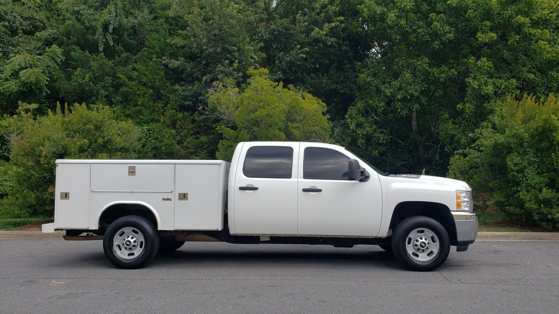 Used 2013 Chevrolet SILVERADO 2500HD 4x4/ CREW CAB/ 6.0L V8/SERVICE BODY/ CRUISE/ HITCH for sale Sold at Formula Imports in Charlotte NC 28227 8