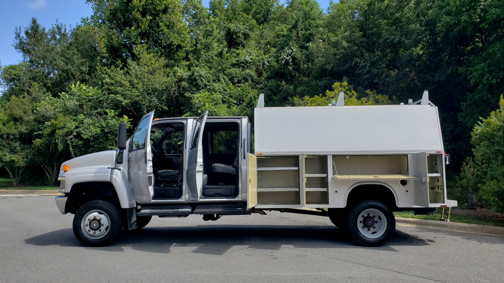 Used 2006 GMC TC4500 CREWCAB 4X4 6.6L DURAMAX / ALLISON TRANS / A/C / CRUISE CONTROL for sale Sold at Formula Imports in Charlotte NC 28227 3