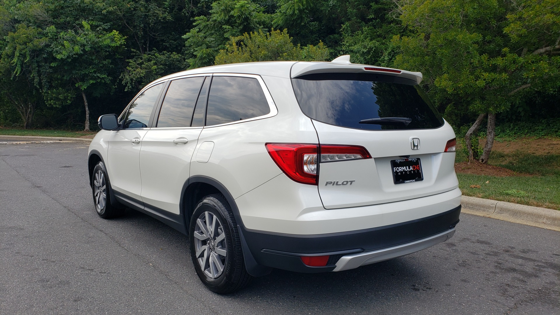 Used 2019 Honda PILOT EX-L / V6 / NAV / SUNROOF / DVD / 3-ROW / REARVIEW for sale Sold at Formula Imports in Charlotte NC 28227 3
