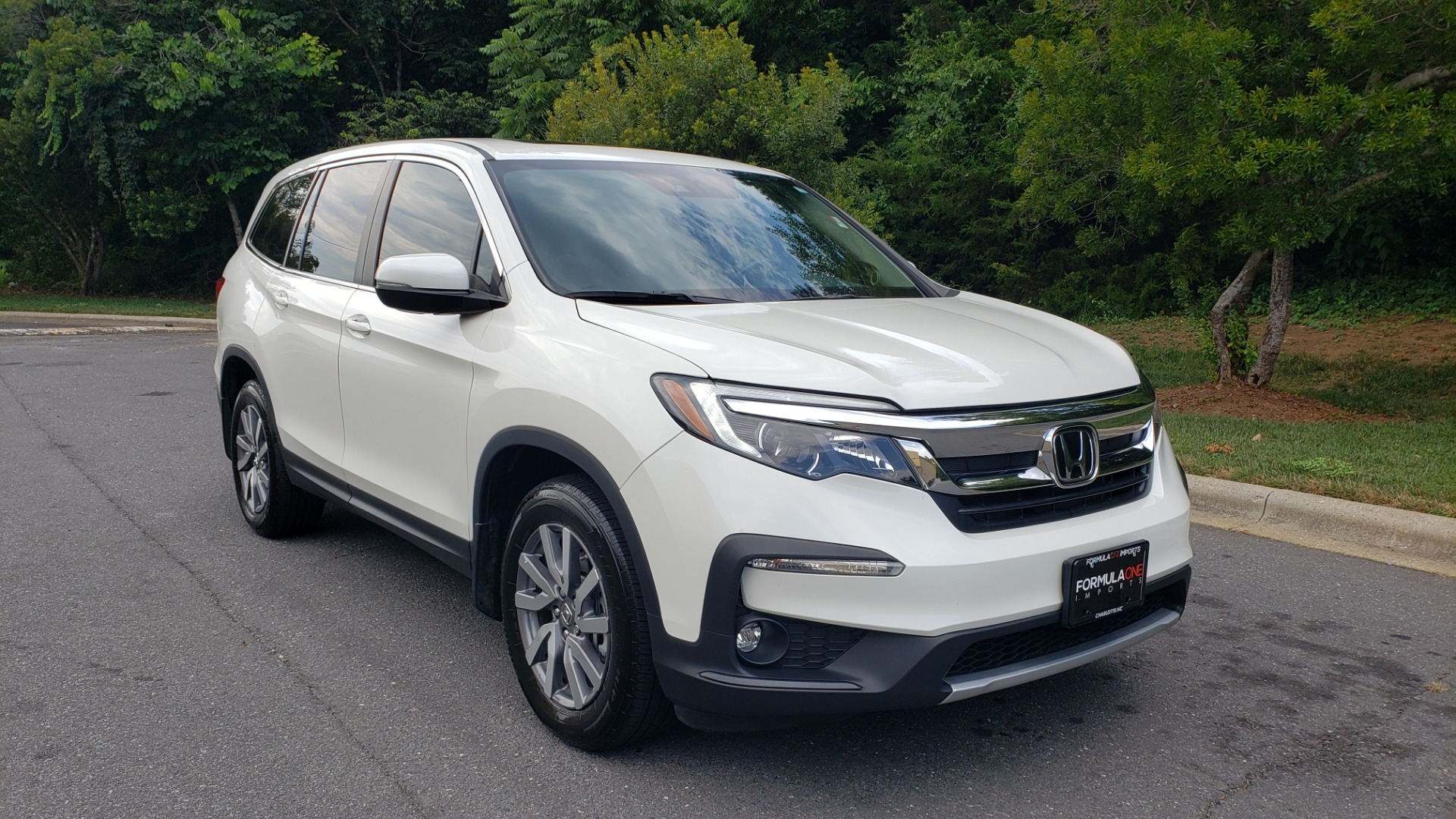 Used 2019 Honda PILOT EX-L / V6 / NAV / SUNROOF / DVD / 3-ROW / REARVIEW for sale Sold at Formula Imports in Charlotte NC 28227 4