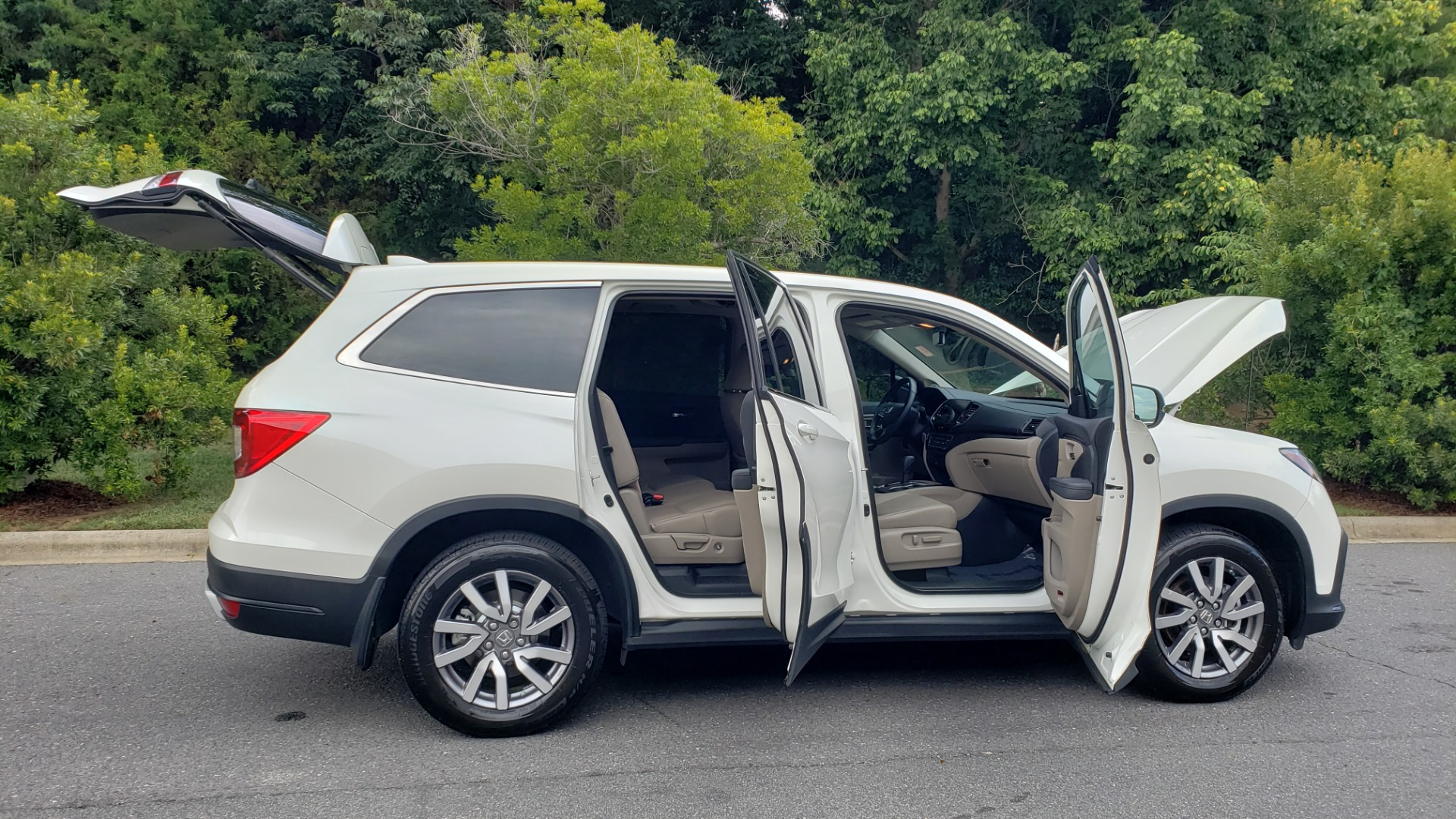 Used 2019 Honda PILOT EX-L / V6 / NAV / SUNROOF / DVD / 3-ROW / REARVIEW for sale Sold at Formula Imports in Charlotte NC 28227 9