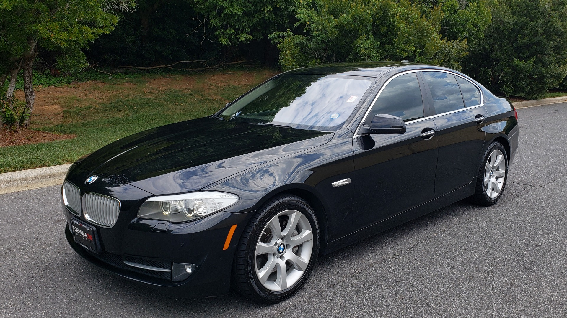 Used 2013 BMW 5 SERIES 550I XDRIVE LUX PKG / EXEC / COLD WTHR / NAV / SUNROOF / REARVIEW for sale Sold at Formula Imports in Charlotte NC 28227 1