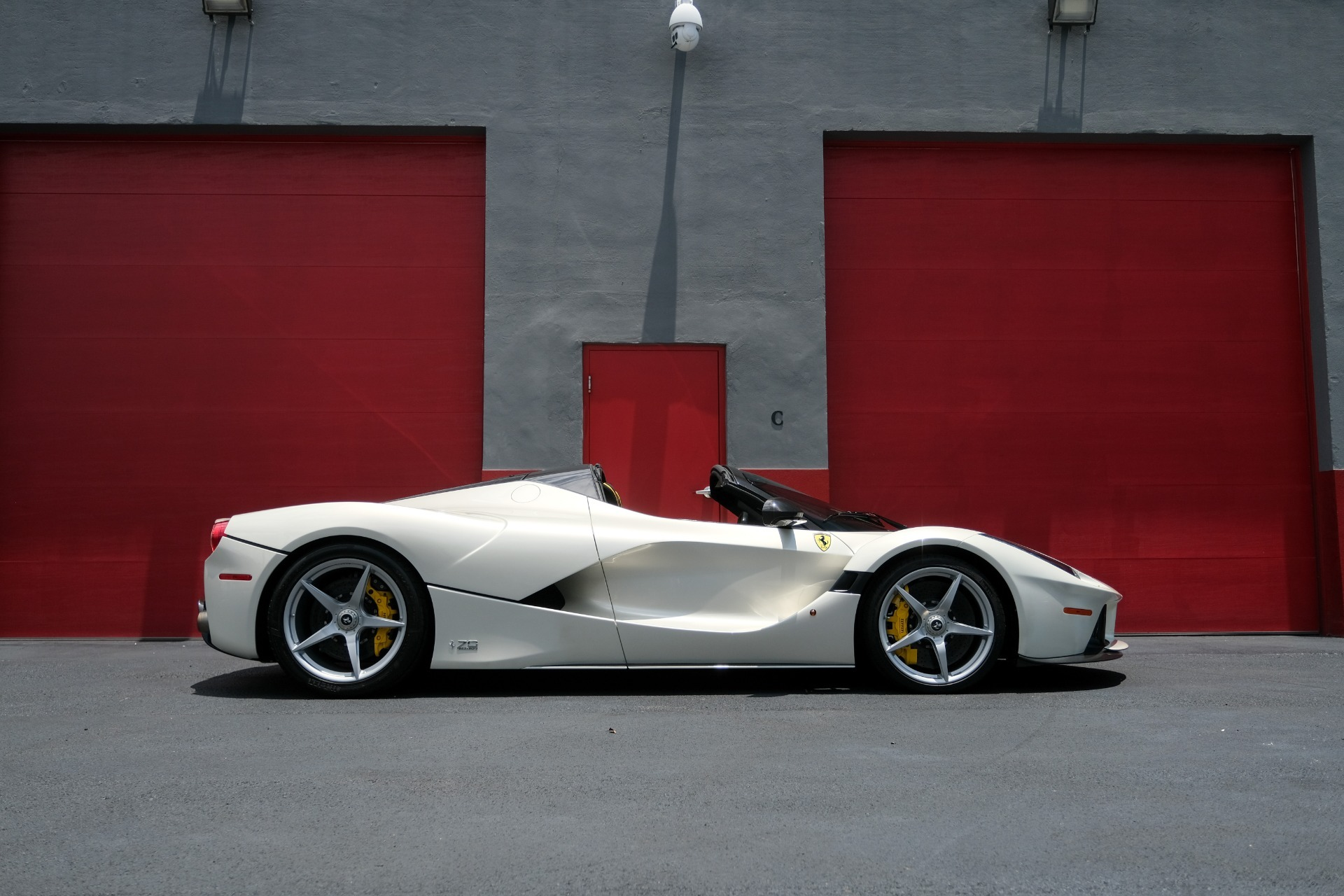 Used 2017 Ferrari LAFERRARI APERTA HYPERCAR / 963HP / HY-KERS / CARBON FIBER / BREMBO / F1 AUTO for sale Sold at Formula Imports in Charlotte NC 28227 3