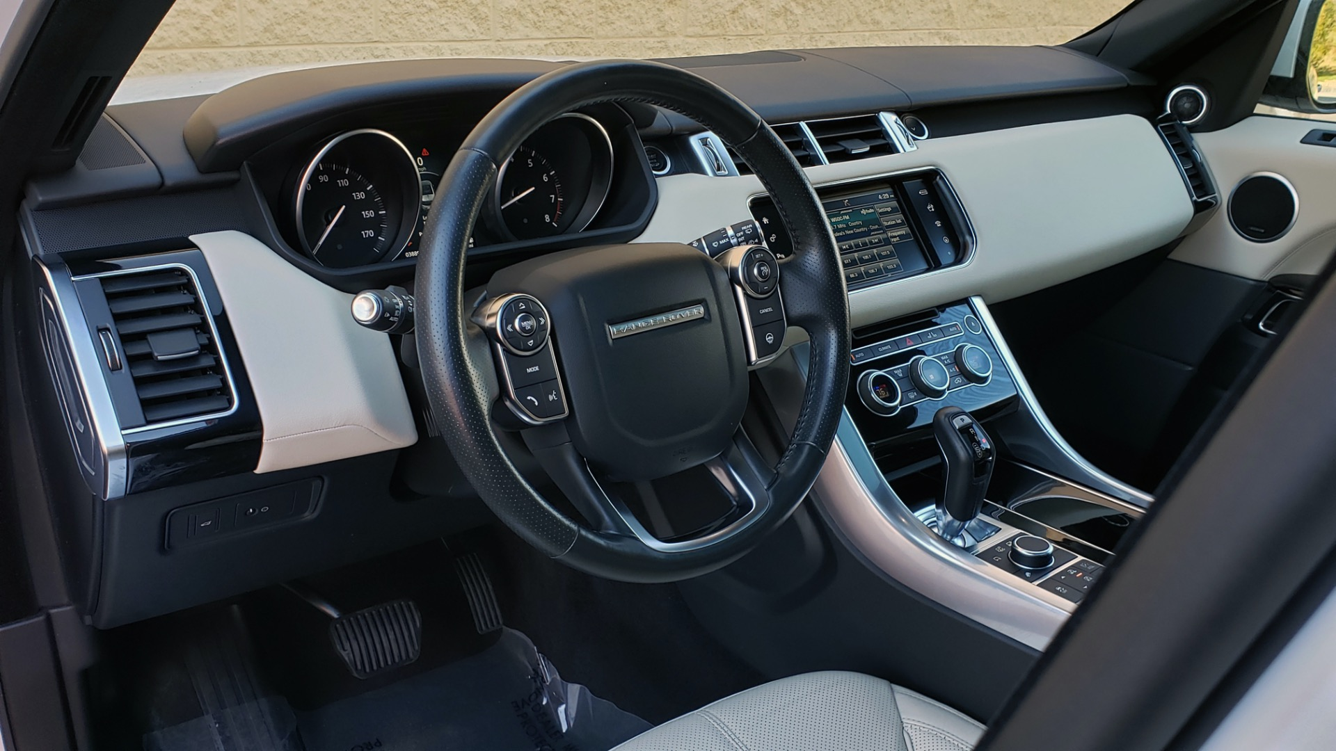 Used 2016 Land Rover RANGE ROVER SPORT SC V6 / NAV / PANO-ROOF / REARVIEW / VISION PKG for sale Sold at Formula Imports in Charlotte NC 28227 40