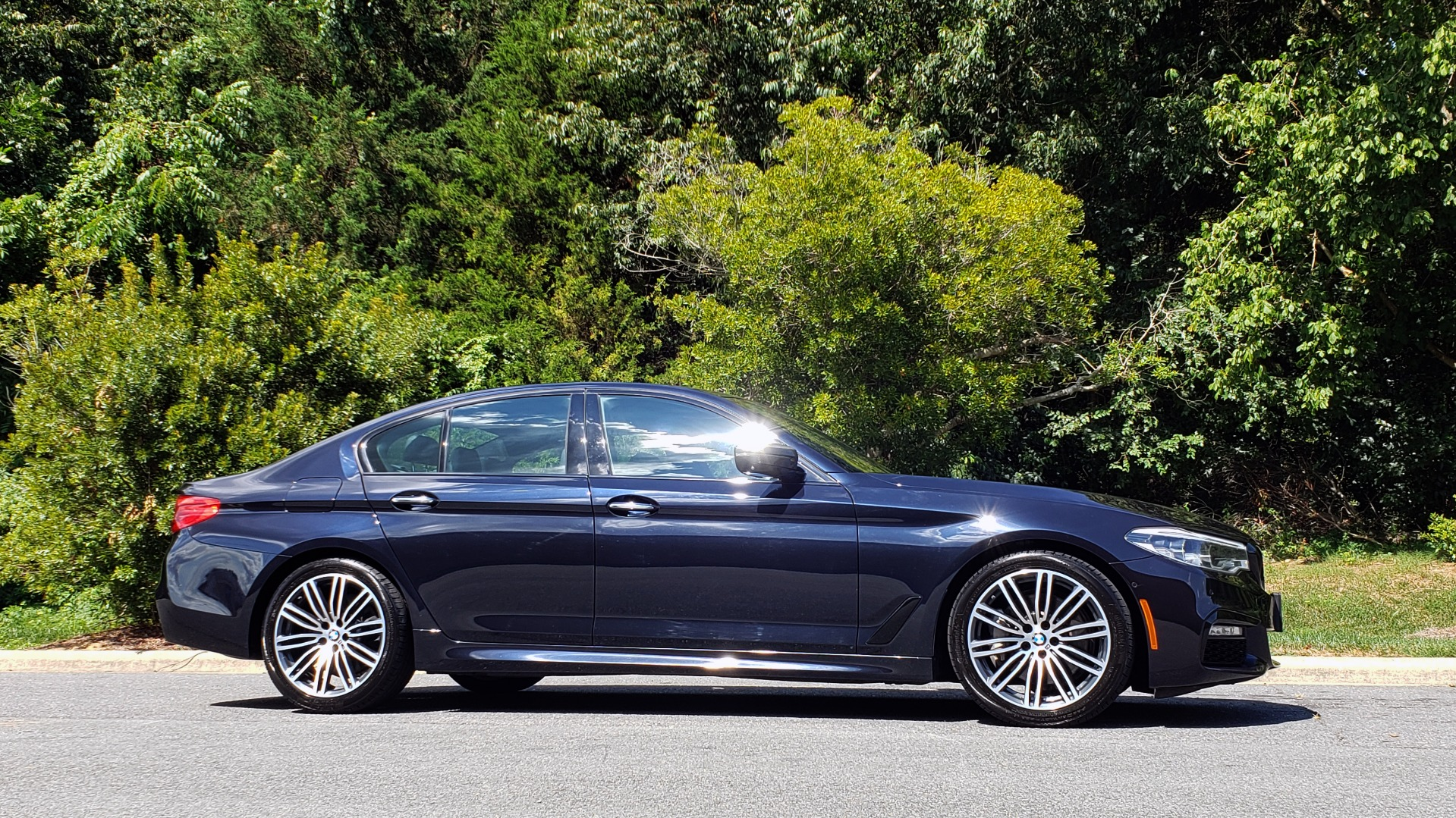 Used 2017 BMW 5 SERIES 540I XDRIVE M-SPORT / PREMIUM / NAV / HUD / SUNROOF / REARVIEW for sale $34,995 at Formula Imports in Charlotte NC 28227 5