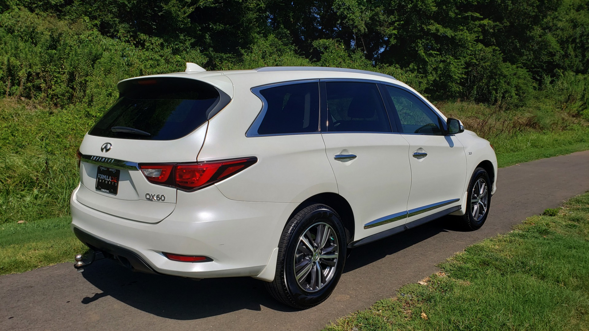 Used 2016 Infiniti QX60 AWD / 3.5L V6 / SUNROOF / HTD STS / 3-ROW / TOWING / REARVIEW for sale Sold at Formula Imports in Charlotte NC 28227 2