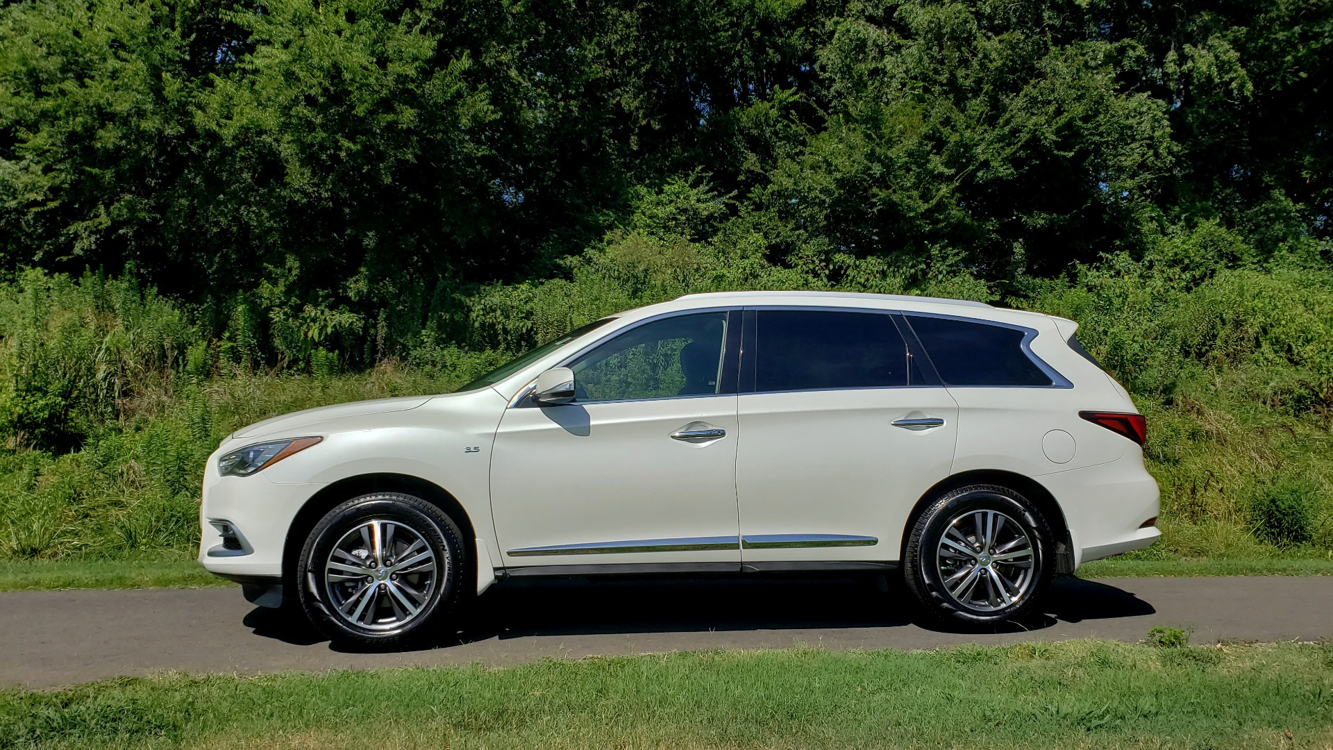 Used 2016 Infiniti QX60 AWD / 3.5L V6 / SUNROOF / HTD STS / 3-ROW / TOWING / REARVIEW for sale Sold at Formula Imports in Charlotte NC 28227 4