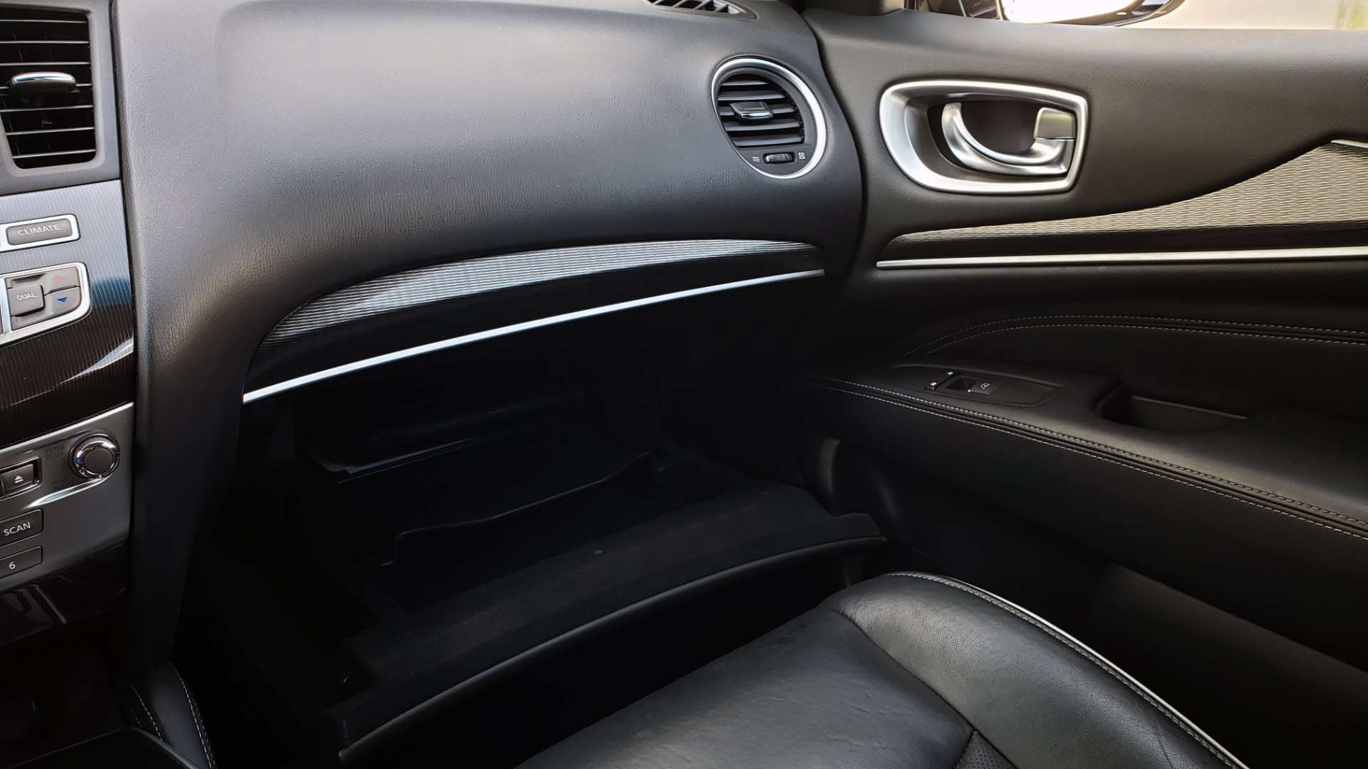 Used 2016 Infiniti QX60 AWD / 3.5L V6 / SUNROOF / HTD STS / 3-ROW / TOWING / REARVIEW for sale Sold at Formula Imports in Charlotte NC 28227 52