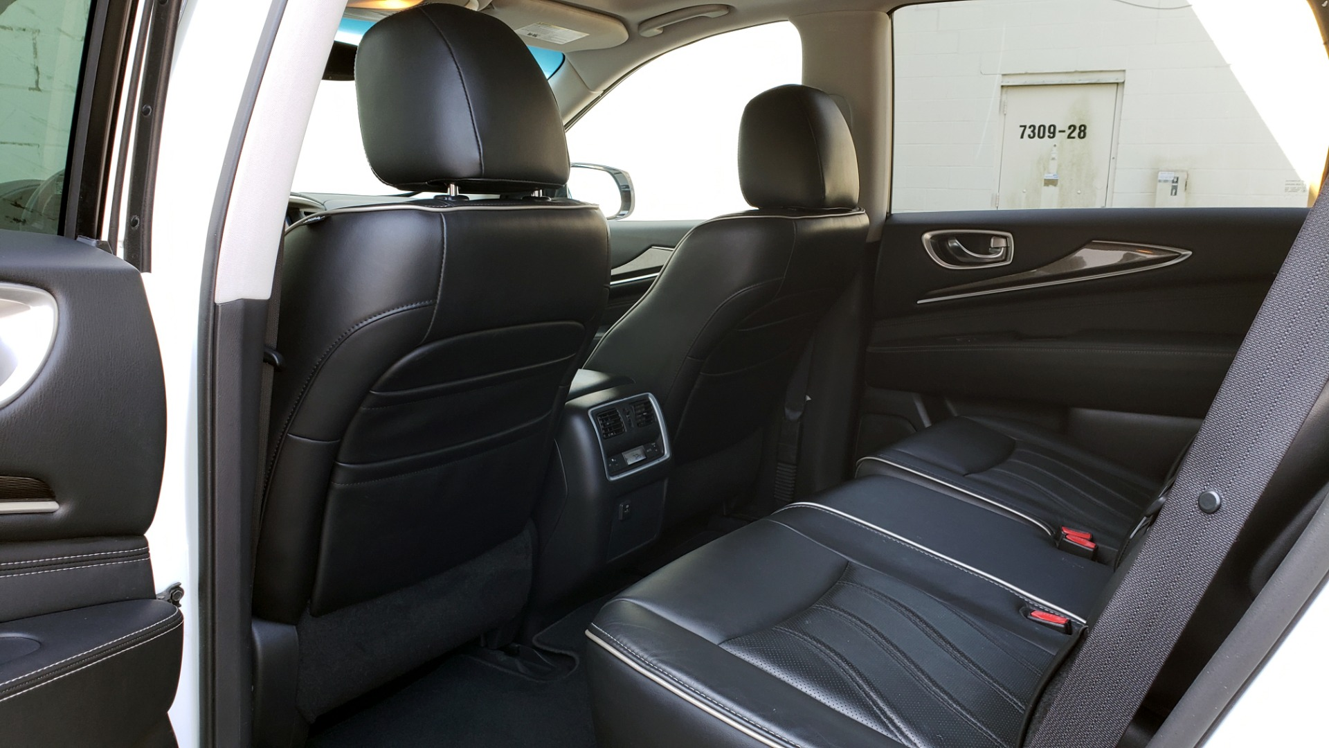 Used 2016 Infiniti QX60 AWD / 3.5L V6 / SUNROOF / HTD STS / 3-ROW / TOWING / REARVIEW for sale Sold at Formula Imports in Charlotte NC 28227 63