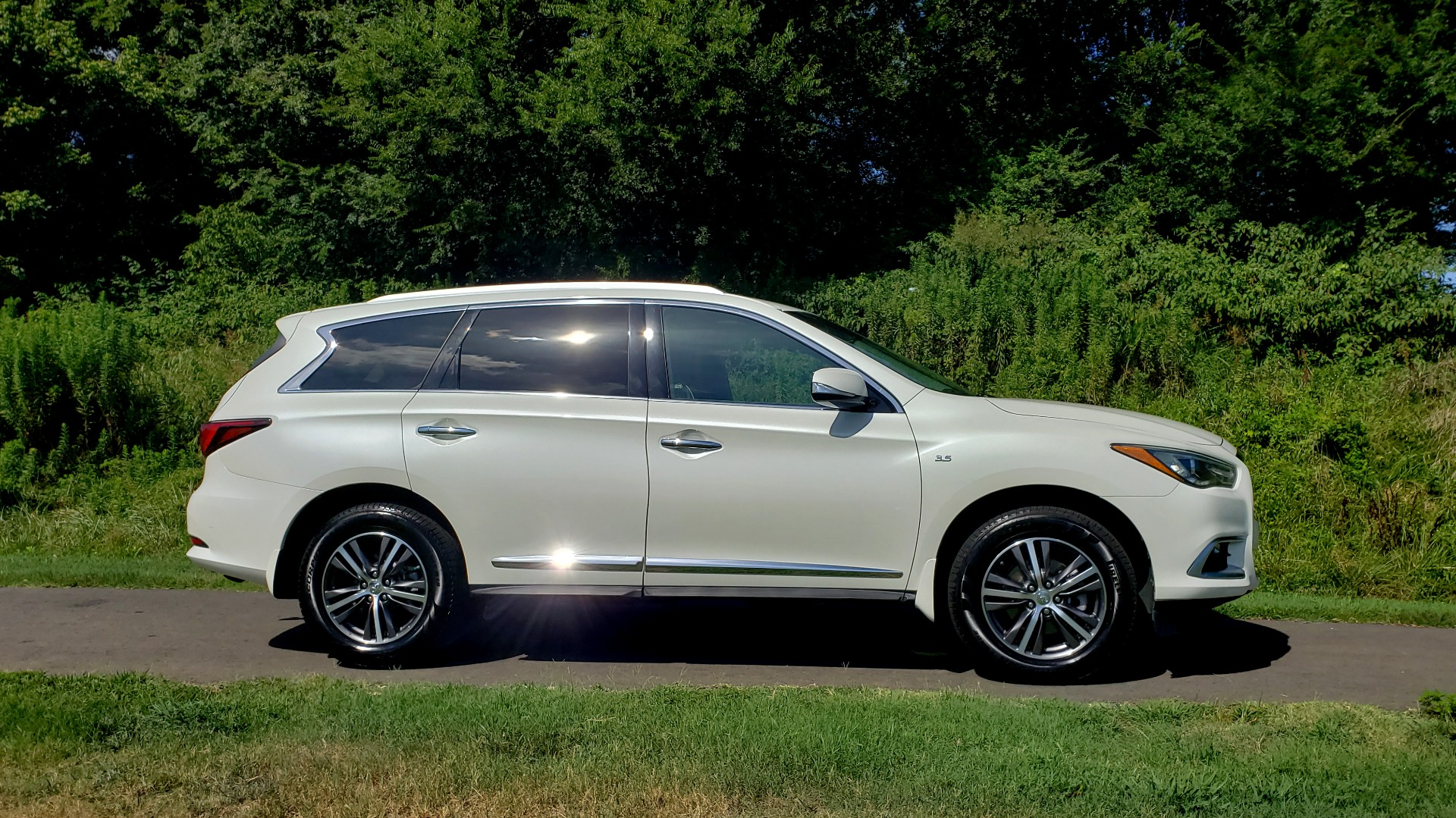 Used 2016 Infiniti QX60 AWD / 3.5L V6 / SUNROOF / HTD STS / 3-ROW / TOWING / REARVIEW for sale Sold at Formula Imports in Charlotte NC 28227 7