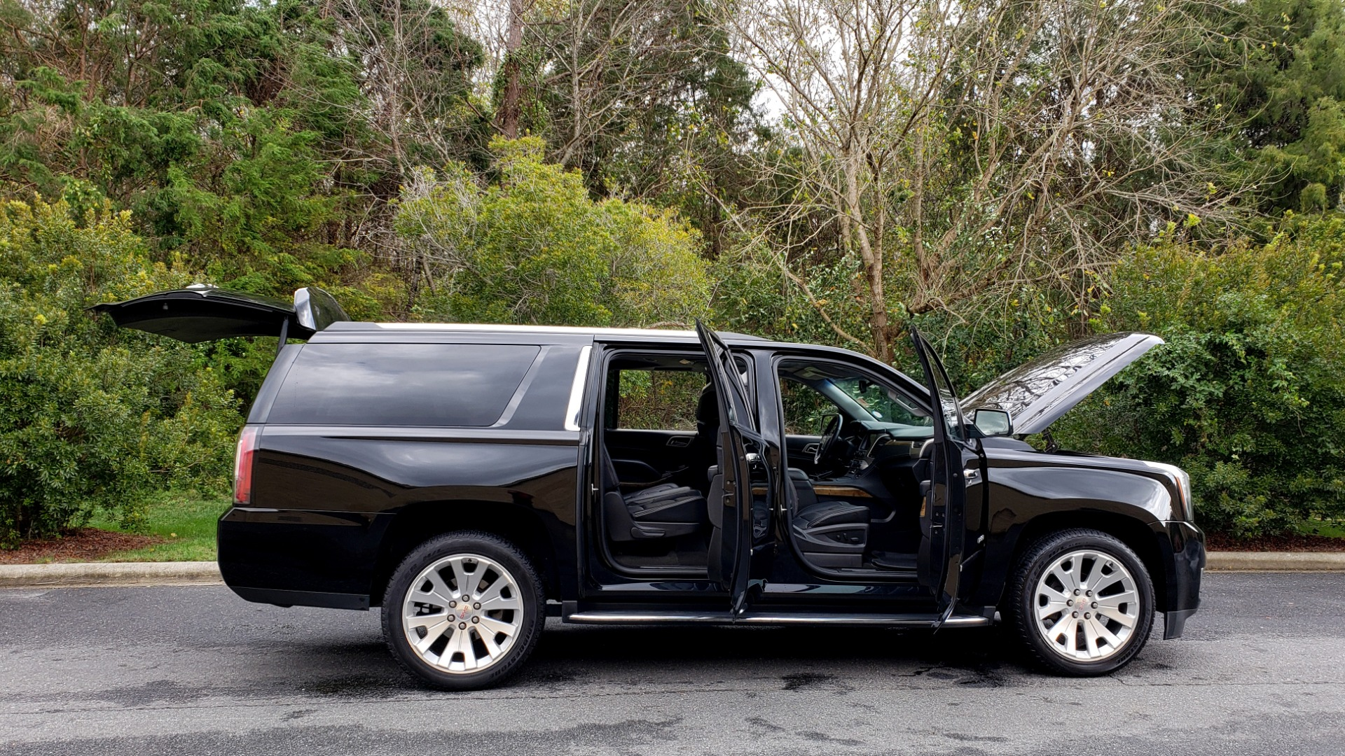 Used 2017 GMC YUKON XL DENALI 4WD / NAV / SUNROOF / ENT / 3-ROWS / BOSE / REARVIEW for sale Sold at Formula Imports in Charlotte NC 28227 10