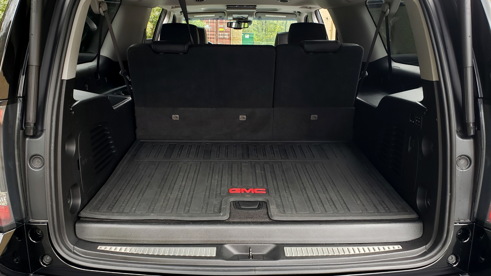 Used 2017 GMC YUKON XL DENALI 4WD / NAV / SUNROOF / ENT / 3-ROWS / BOSE / REARVIEW for sale Sold at Formula Imports in Charlotte NC 28227 15