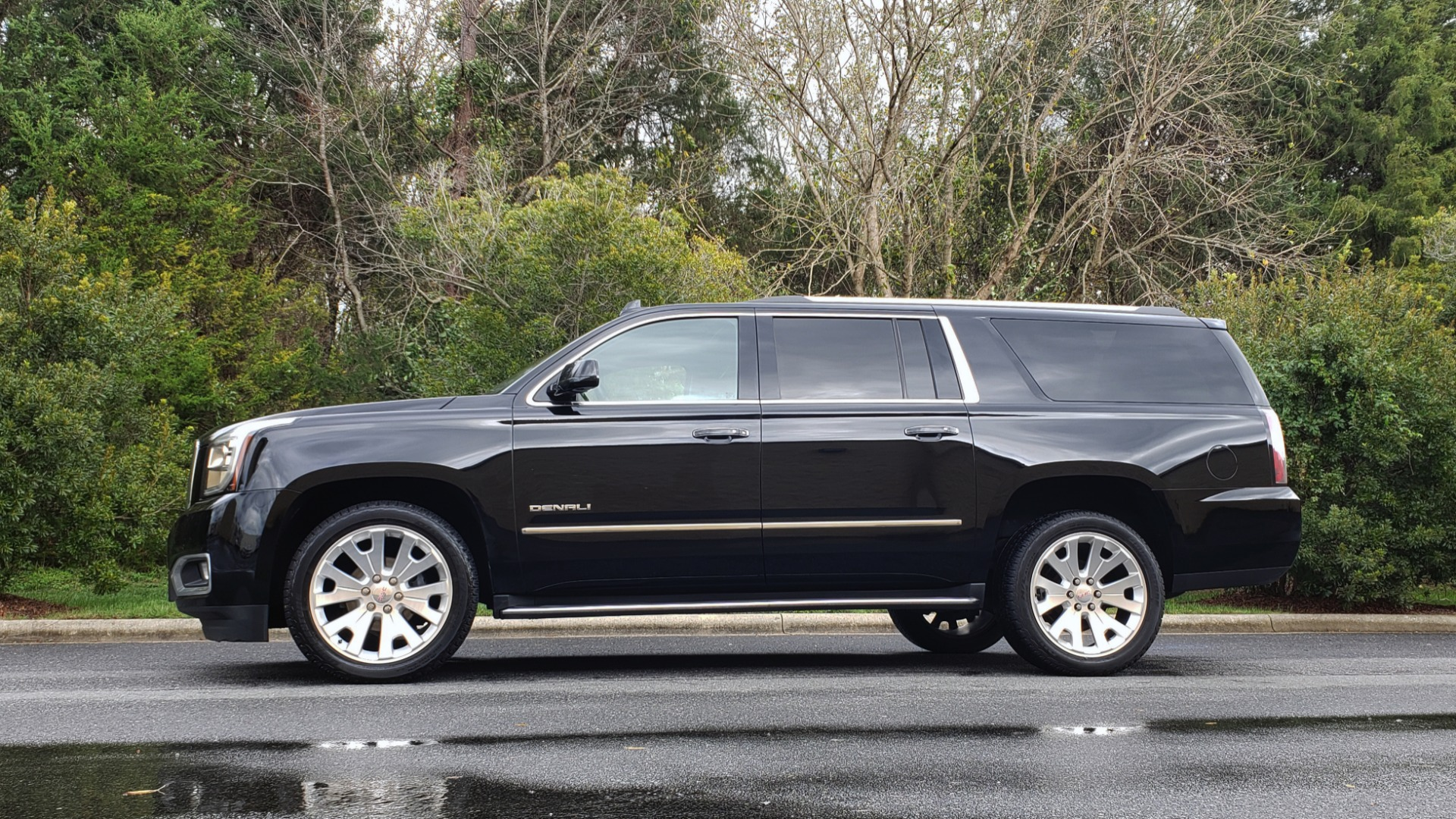 Used 2017 GMC YUKON XL DENALI 4WD / NAV / SUNROOF / ENT / 3-ROWS / BOSE / REARVIEW for sale Sold at Formula Imports in Charlotte NC 28227 2