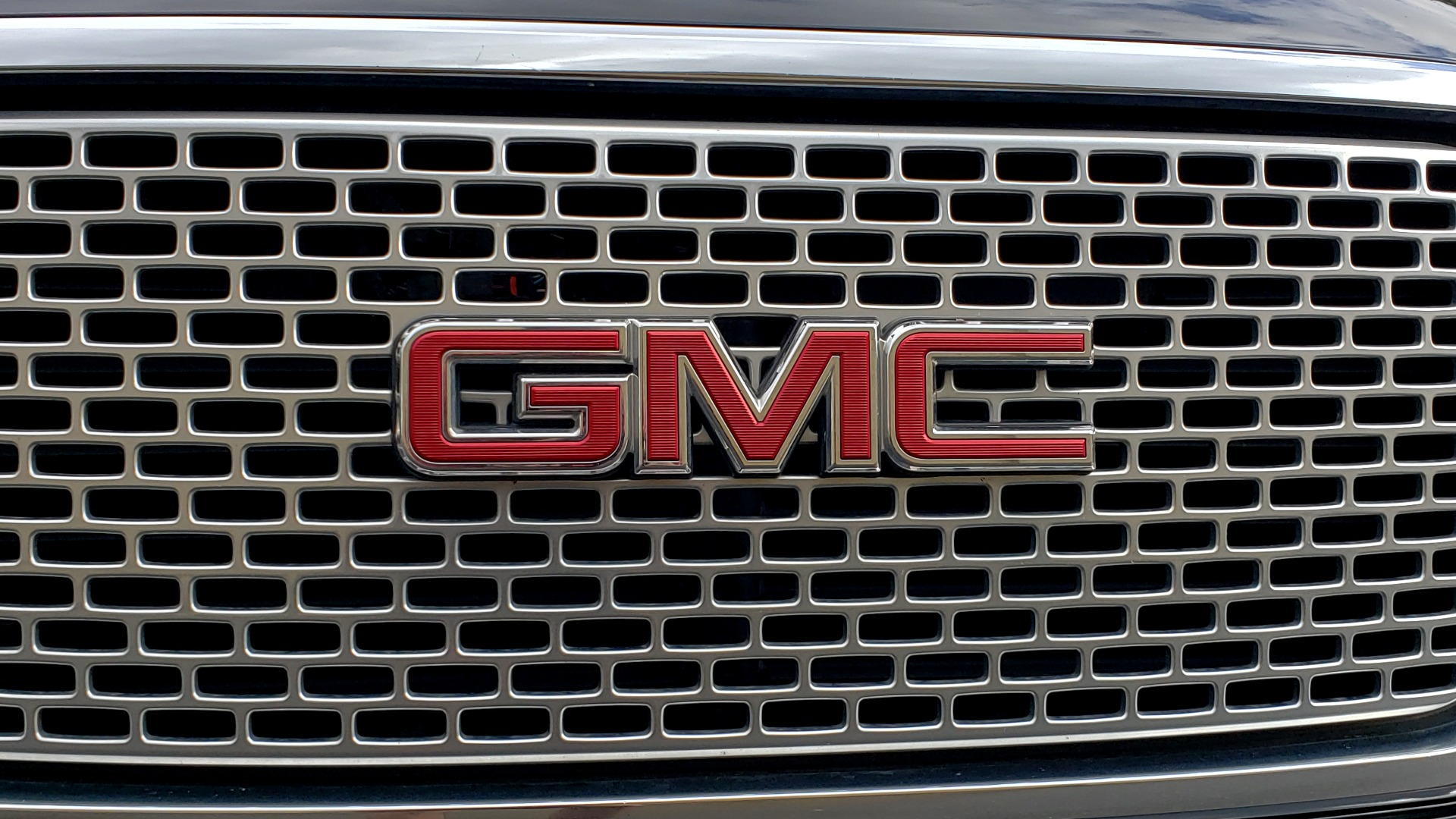Used 2017 GMC YUKON XL DENALI 4WD / NAV / SUNROOF / ENT / 3-ROWS / BOSE / REARVIEW for sale Sold at Formula Imports in Charlotte NC 28227 24