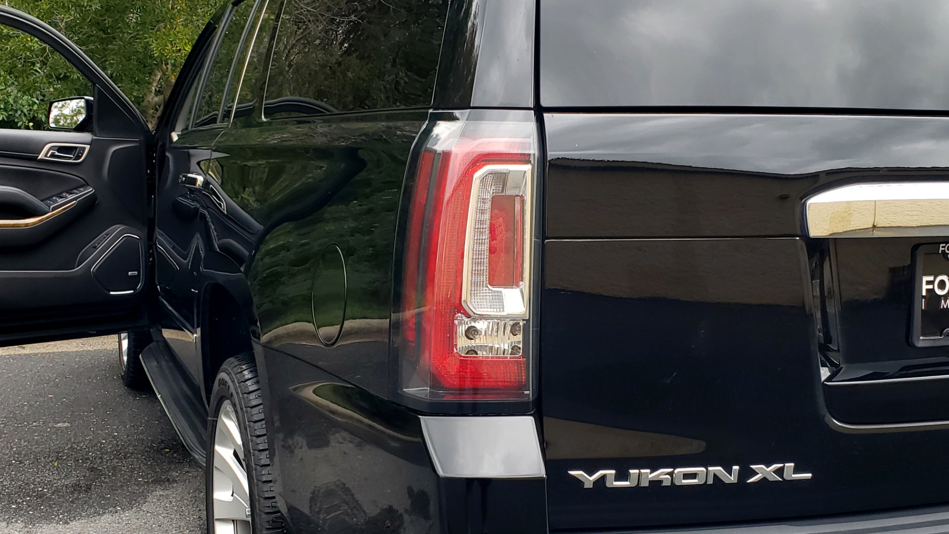 Used 2017 GMC YUKON XL DENALI 4WD / NAV / SUNROOF / ENT / 3-ROWS / BOSE / REARVIEW for sale Sold at Formula Imports in Charlotte NC 28227 29