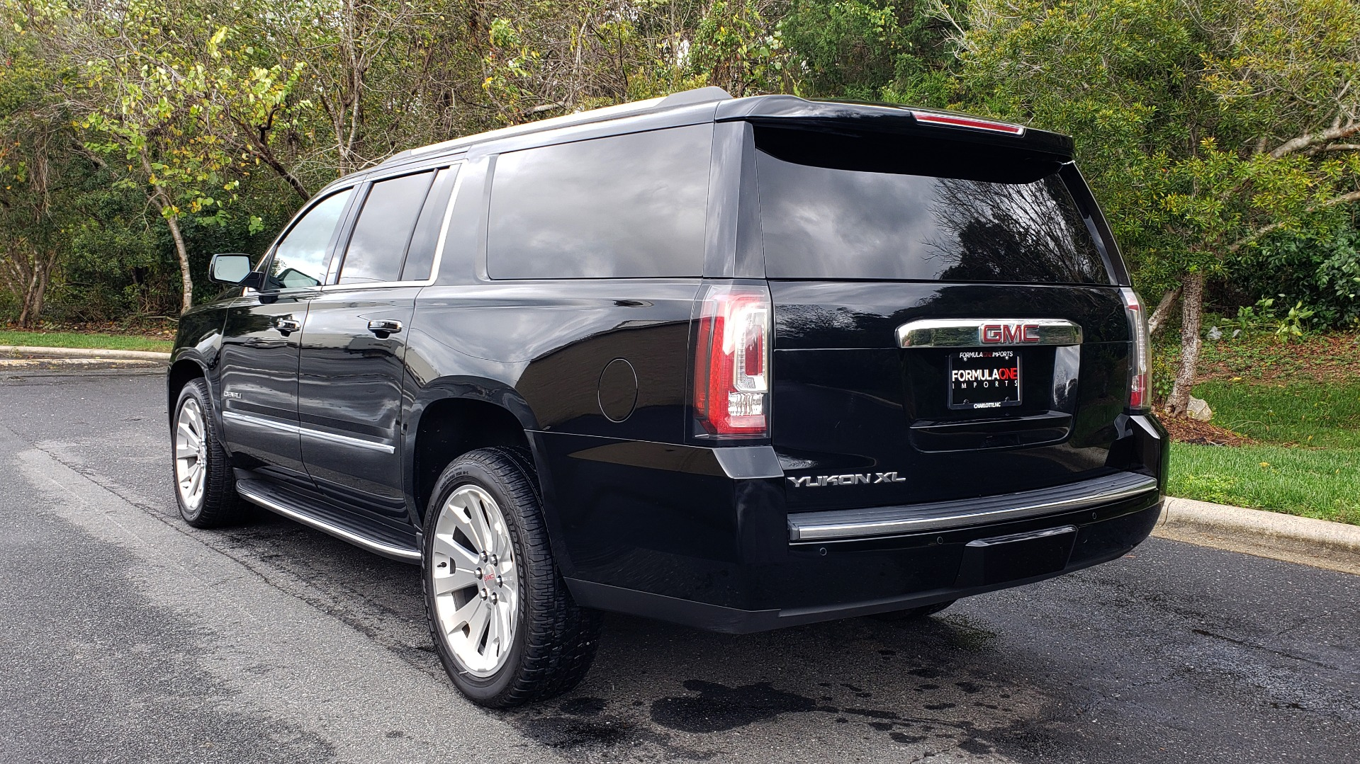 Used 2017 GMC YUKON XL DENALI 4WD / NAV / SUNROOF / ENT / 3-ROWS / BOSE / REARVIEW for sale Sold at Formula Imports in Charlotte NC 28227 3