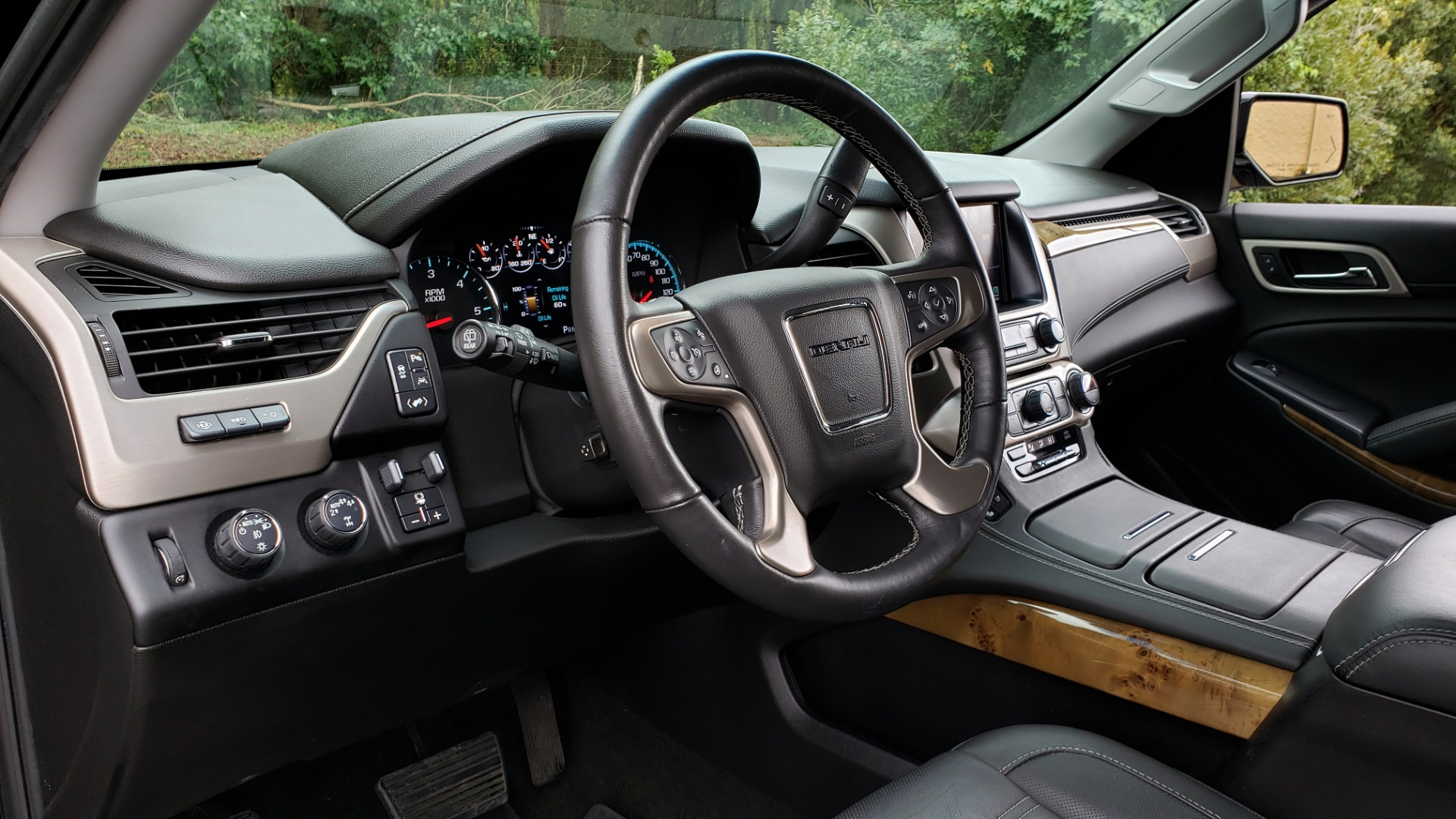 Used 2017 GMC YUKON XL DENALI 4WD / NAV / SUNROOF / ENT / 3-ROWS / BOSE / REARVIEW for sale Sold at Formula Imports in Charlotte NC 28227 40
