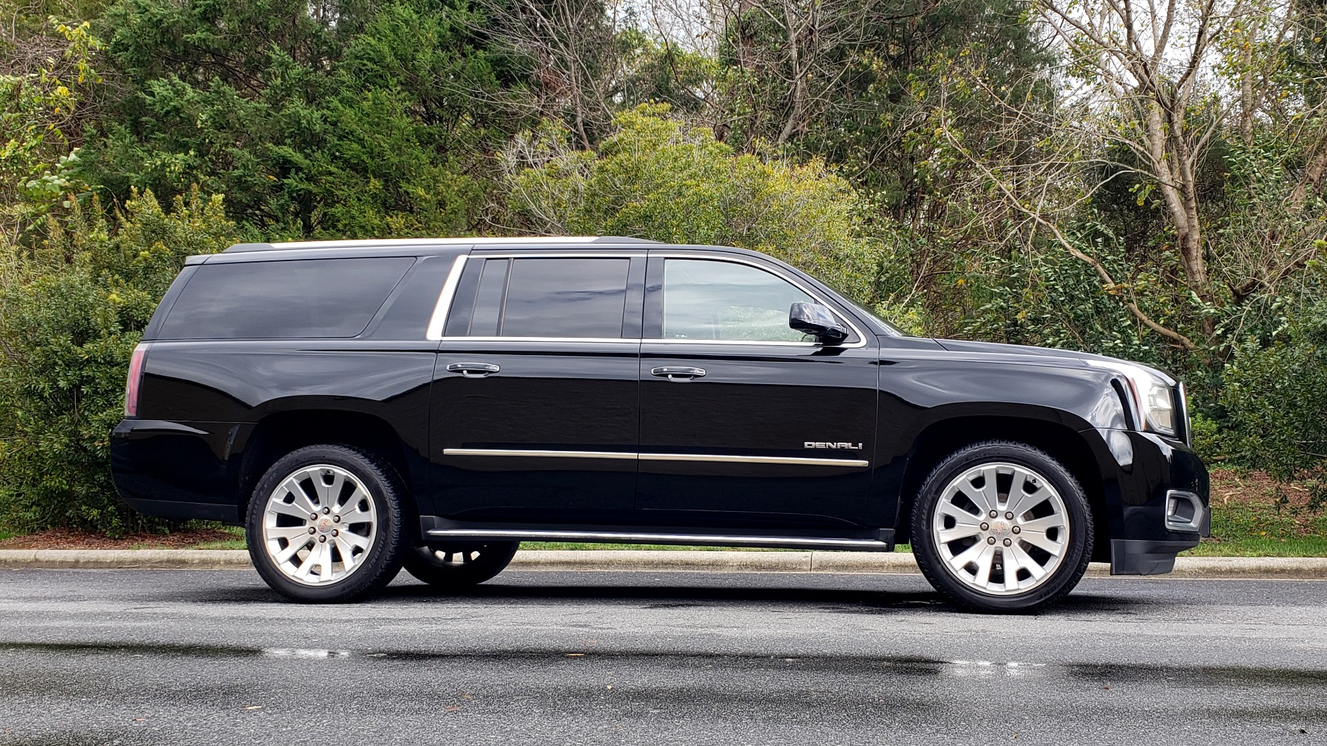 Used 2017 GMC YUKON XL DENALI 4WD / NAV / SUNROOF / ENT / 3-ROWS / BOSE / REARVIEW for sale $48,695 at Formula Imports in Charlotte NC 28227 5