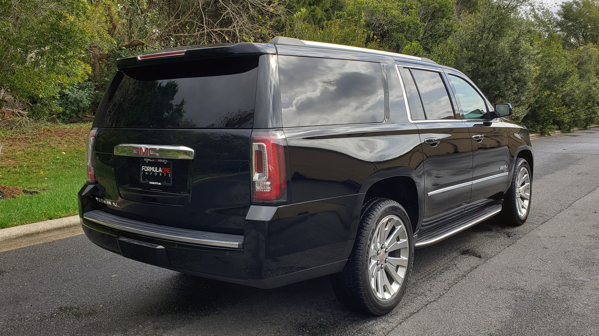Used 2017 GMC YUKON XL DENALI 4WD / NAV / SUNROOF / ENT / 3-ROWS / BOSE / REARVIEW for sale Sold at Formula Imports in Charlotte NC 28227 6