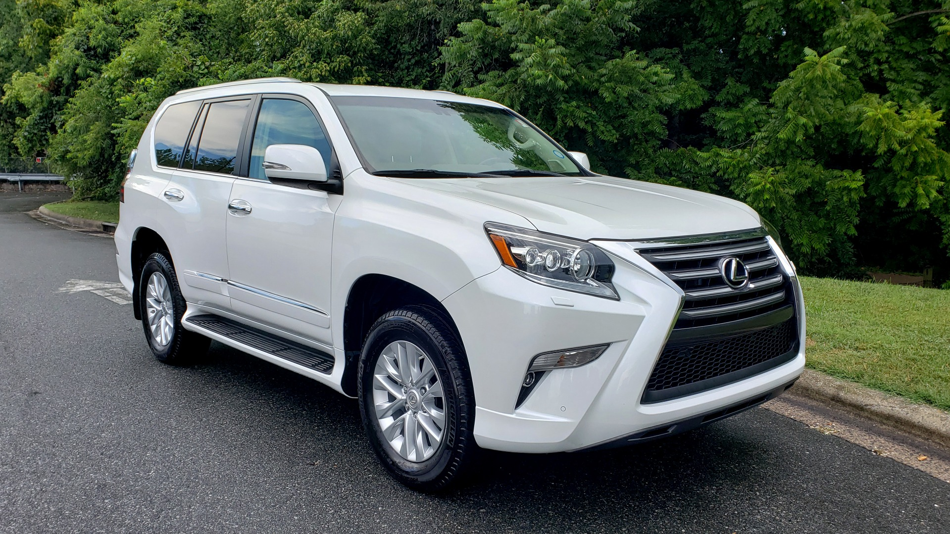 Used 2019 Lexus GX GX 460 for sale Sold at Formula Imports in Charlotte NC 28227 10