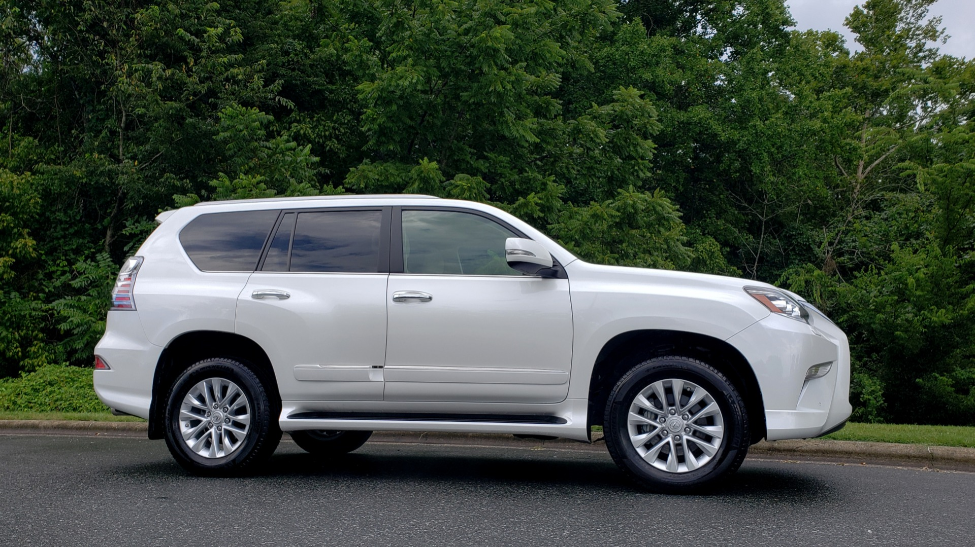 Used 2019 Lexus GX GX 460 for sale Sold at Formula Imports in Charlotte NC 28227 9