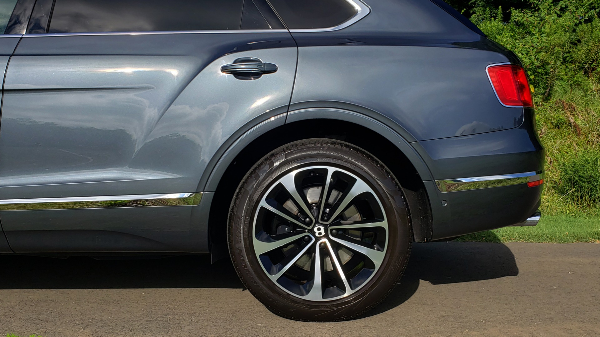 Used 2017 Bentley BENTAYGA W12 600HP / NAV / HTD SEATS / PANO-ROOF / REARVIEW for sale Sold at Formula Imports in Charlotte NC 28227 10