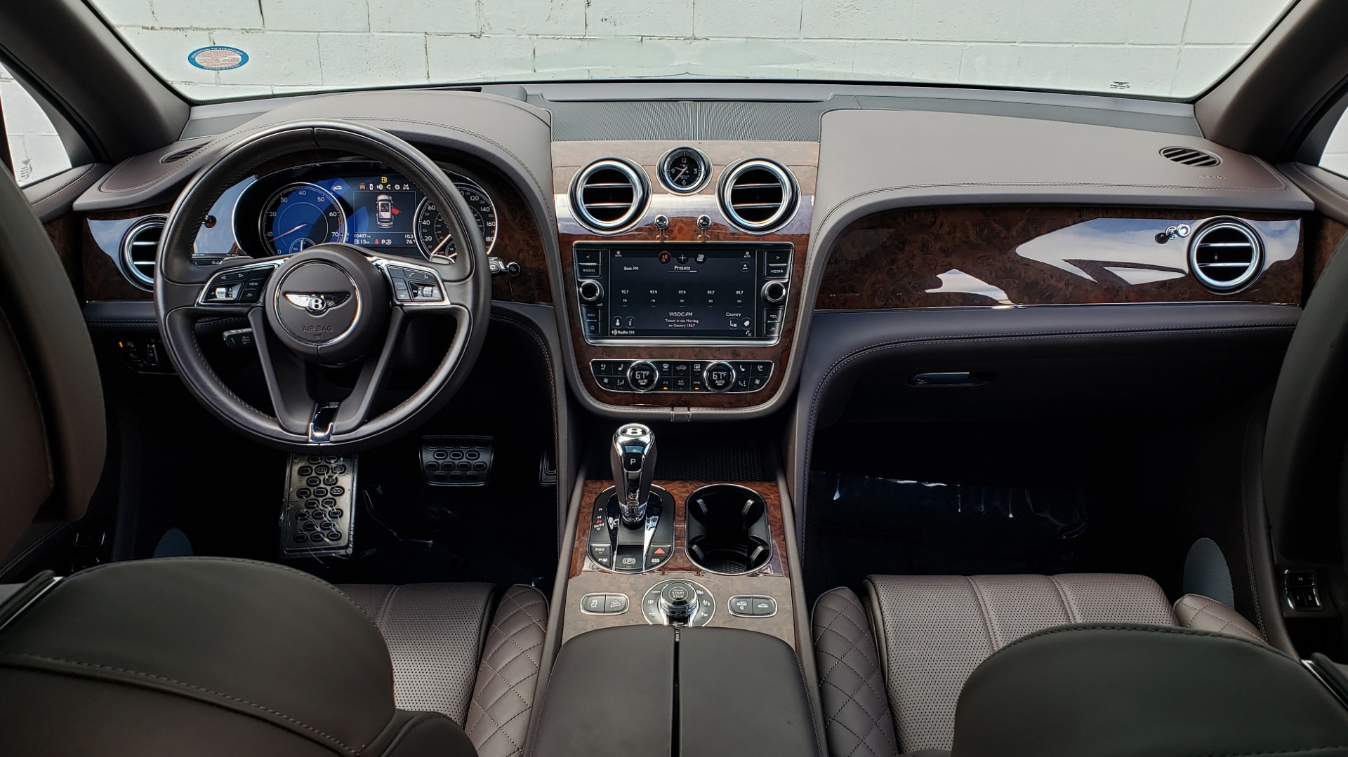Used 2017 Bentley BENTAYGA W12 600HP / NAV / HUD / PANO-ROOF / VENT SEATS / REARVIEW for sale $144,995 at Formula Imports in Charlotte NC 28227 103
