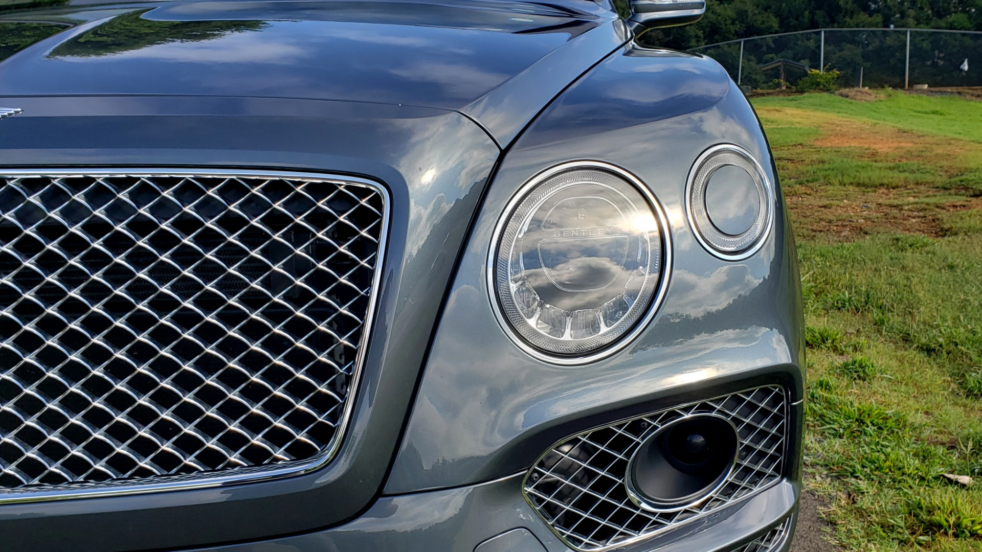 Used 2017 Bentley BENTAYGA W12 600HP / NAV / HUD / PANO-ROOF / VENT SEATS / REARVIEW for sale $144,995 at Formula Imports in Charlotte NC 28227 14