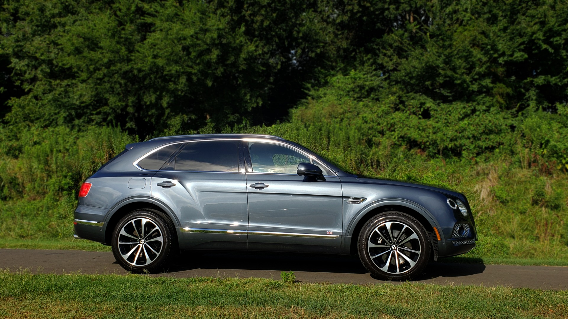 Used 2017 Bentley BENTAYGA W12 600HP / NAV / HTD SEATS / PANO-ROOF / REARVIEW for sale Sold at Formula Imports in Charlotte NC 28227 21