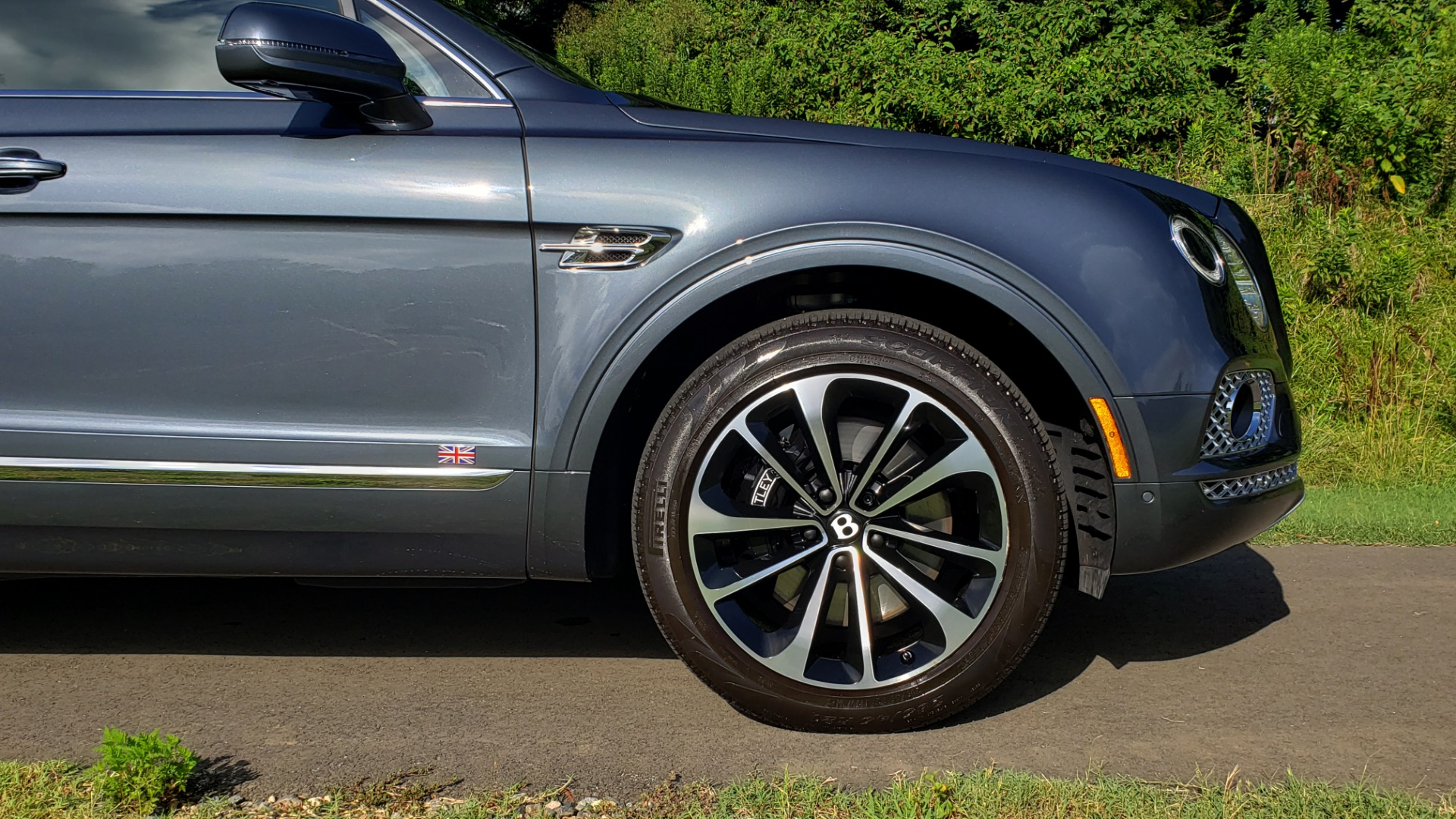 Used 2017 Bentley BENTAYGA W12 600HP / NAV / HTD SEATS / PANO-ROOF / REARVIEW for sale Sold at Formula Imports in Charlotte NC 28227 24