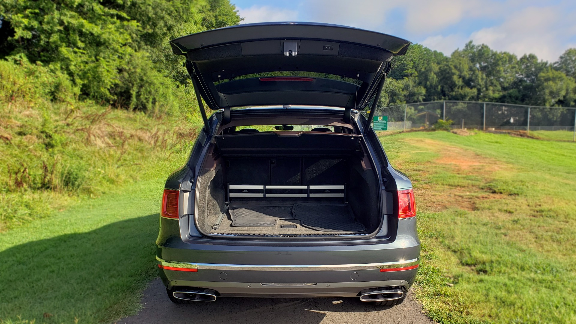 Used 2017 Bentley BENTAYGA W12 600HP / NAV / HTD SEATS / PANO-ROOF / REARVIEW for sale Sold at Formula Imports in Charlotte NC 28227 30