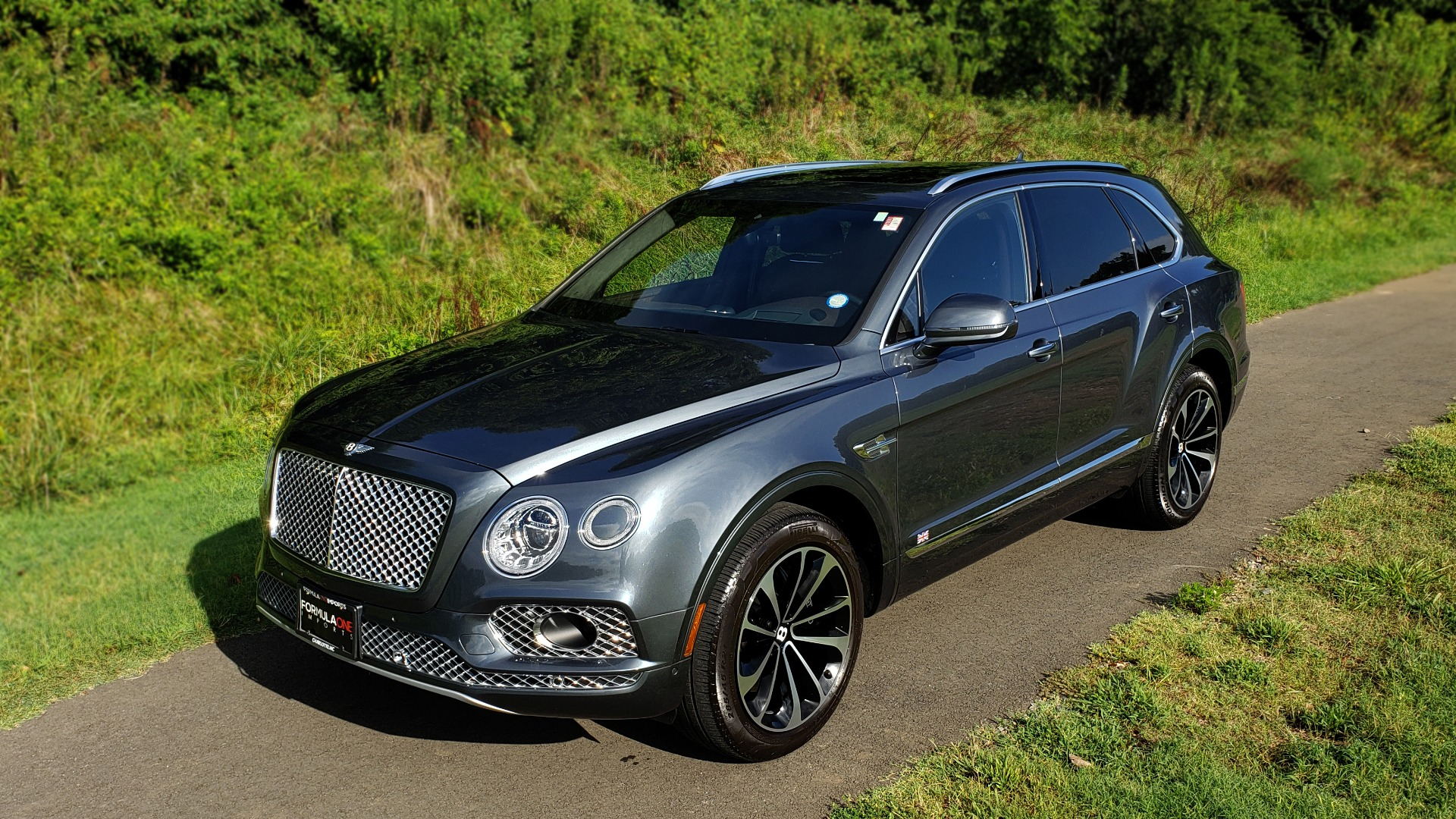 Used 2017 Bentley BENTAYGA W12 600HP / NAV / HUD / PANO-ROOF / VENT SEATS / REARVIEW for sale $144,995 at Formula Imports in Charlotte NC 28227 4